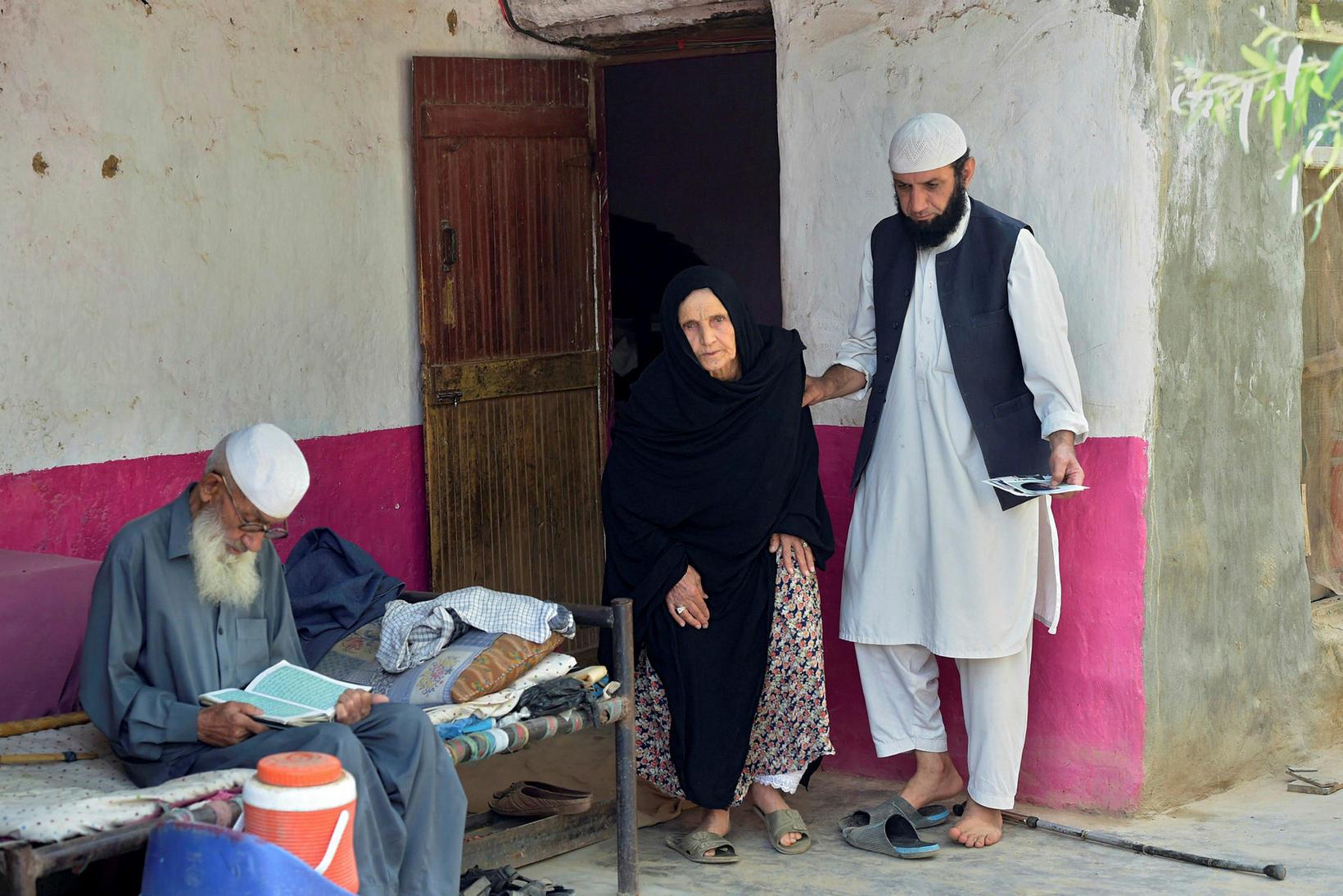 Abdul Ghafar og Sehar Bibi eru foreldrar Asadullah Haroon en …