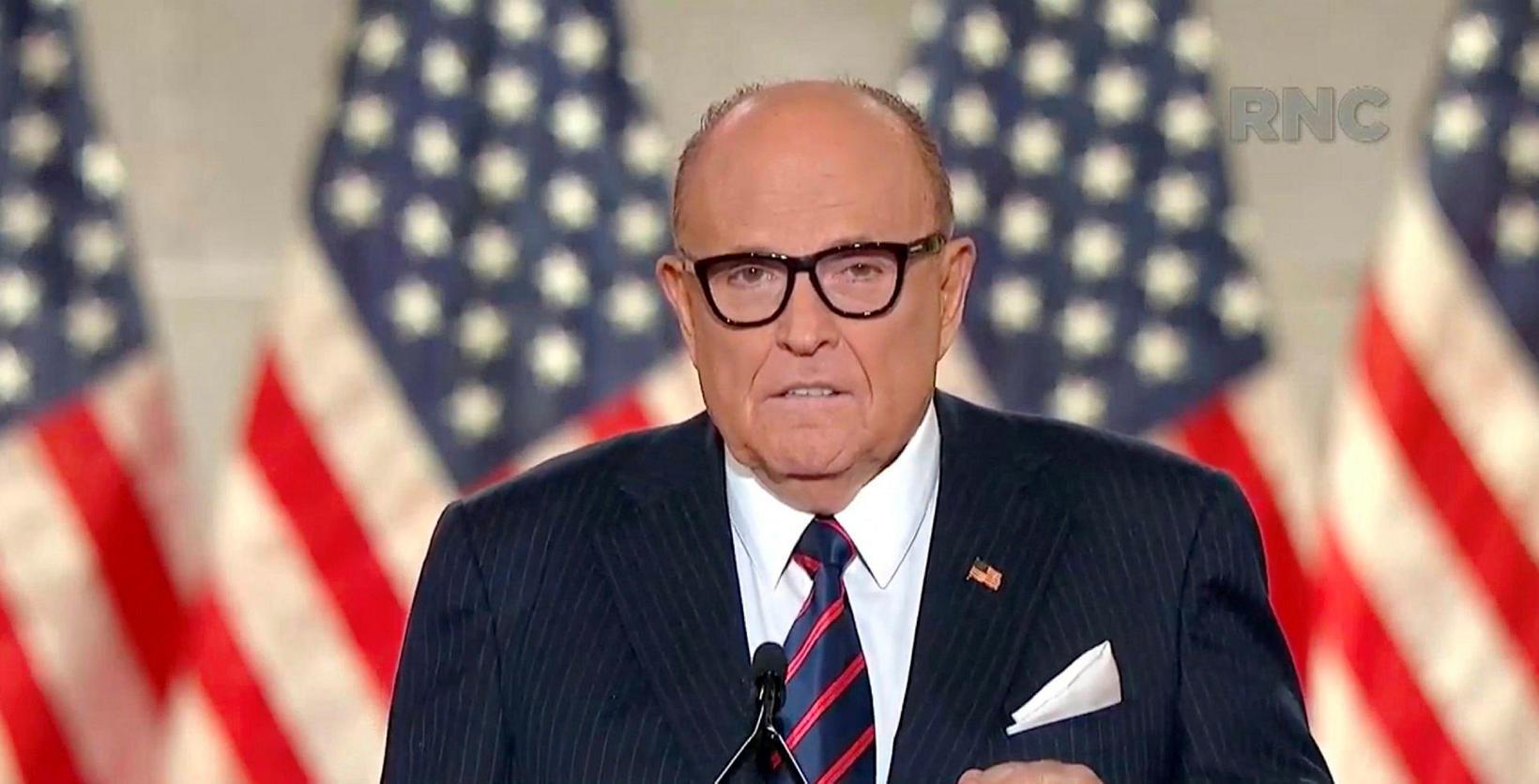 Rudy Giuliani segir efni myndarinnar uppspuna frá rótum.