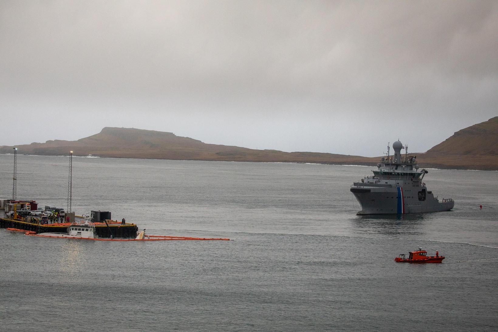 Varðskipið Þór er komið til Stöðvarfjarðar.