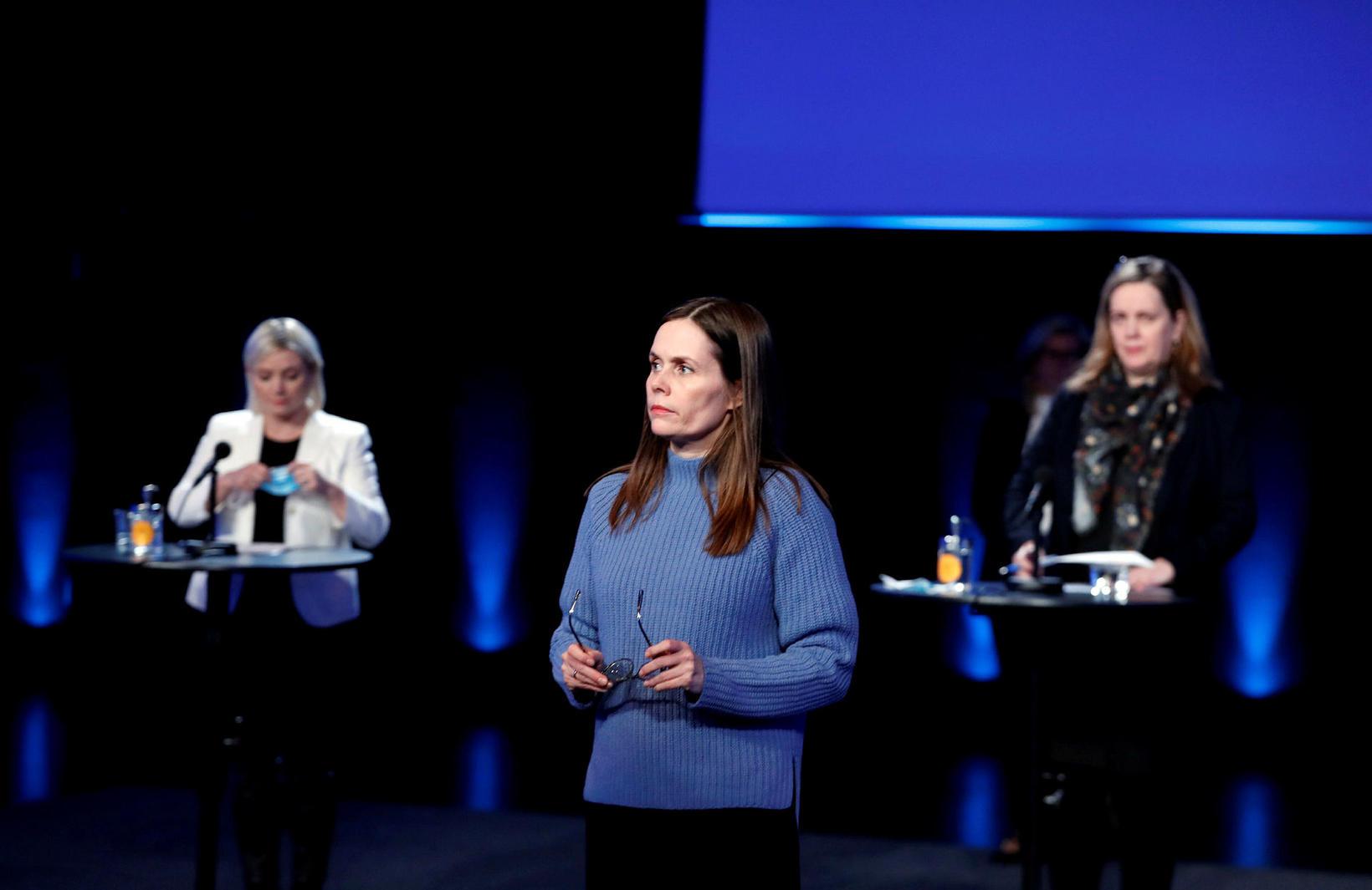 Lilja Alfreðsdóttir, Katrín Jakobsdóttir og Svandís Svavarsdóttir á fundinum í …