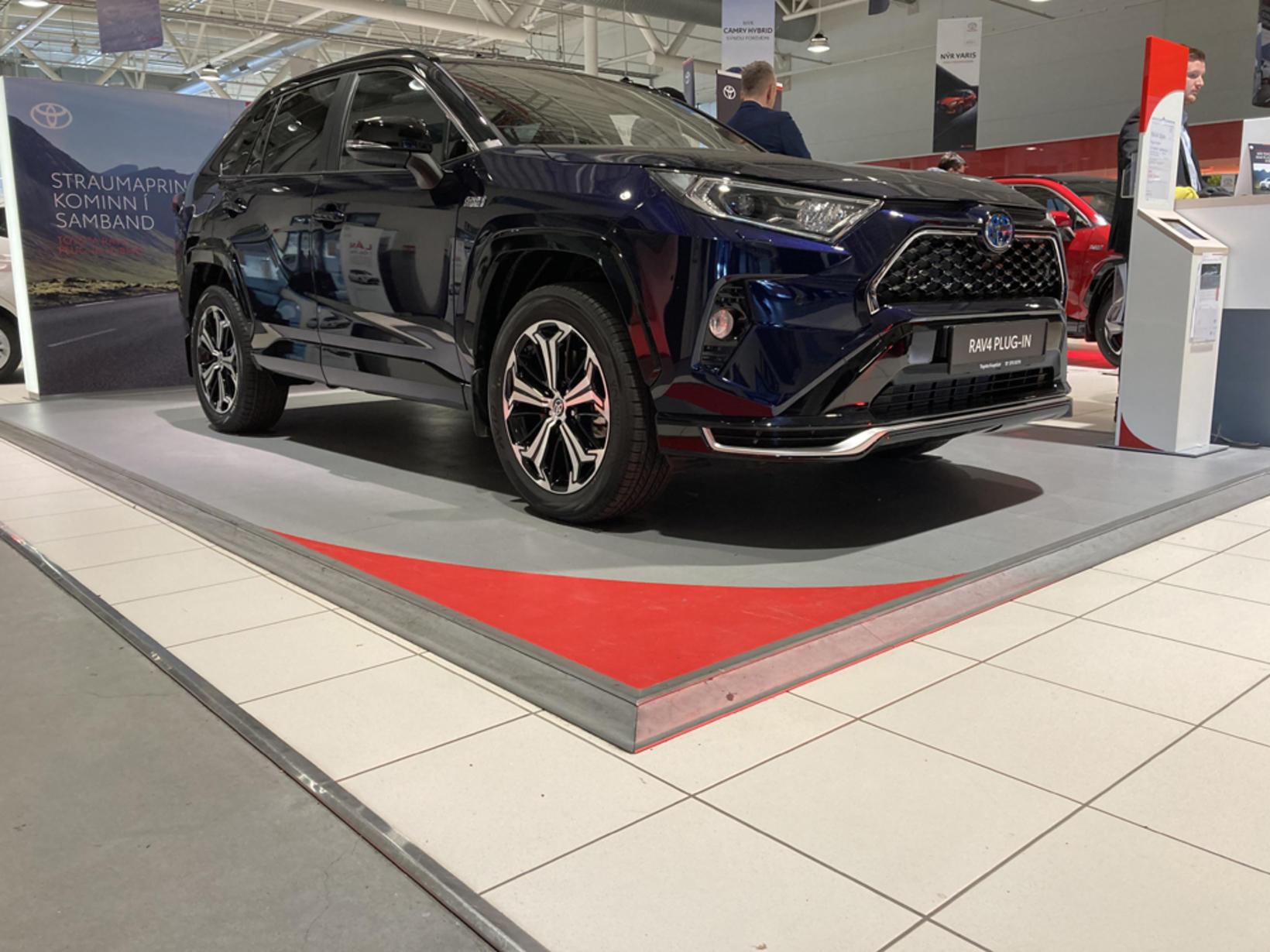 Toyota RAV4 tengiltvinnbíllinn á sýningunni um helgina.