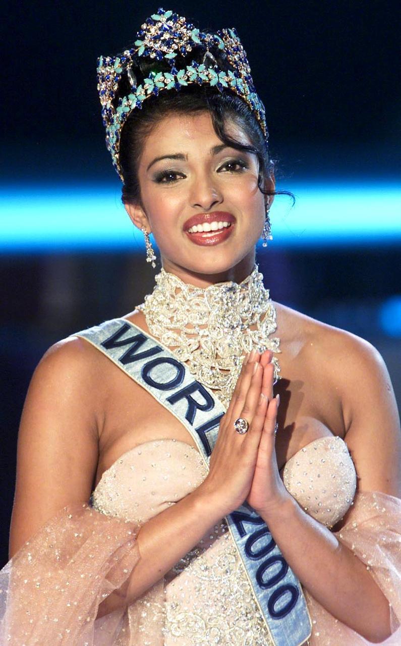Priyanka Chopra var krýnd Ungfrú heimur árið 2000. .