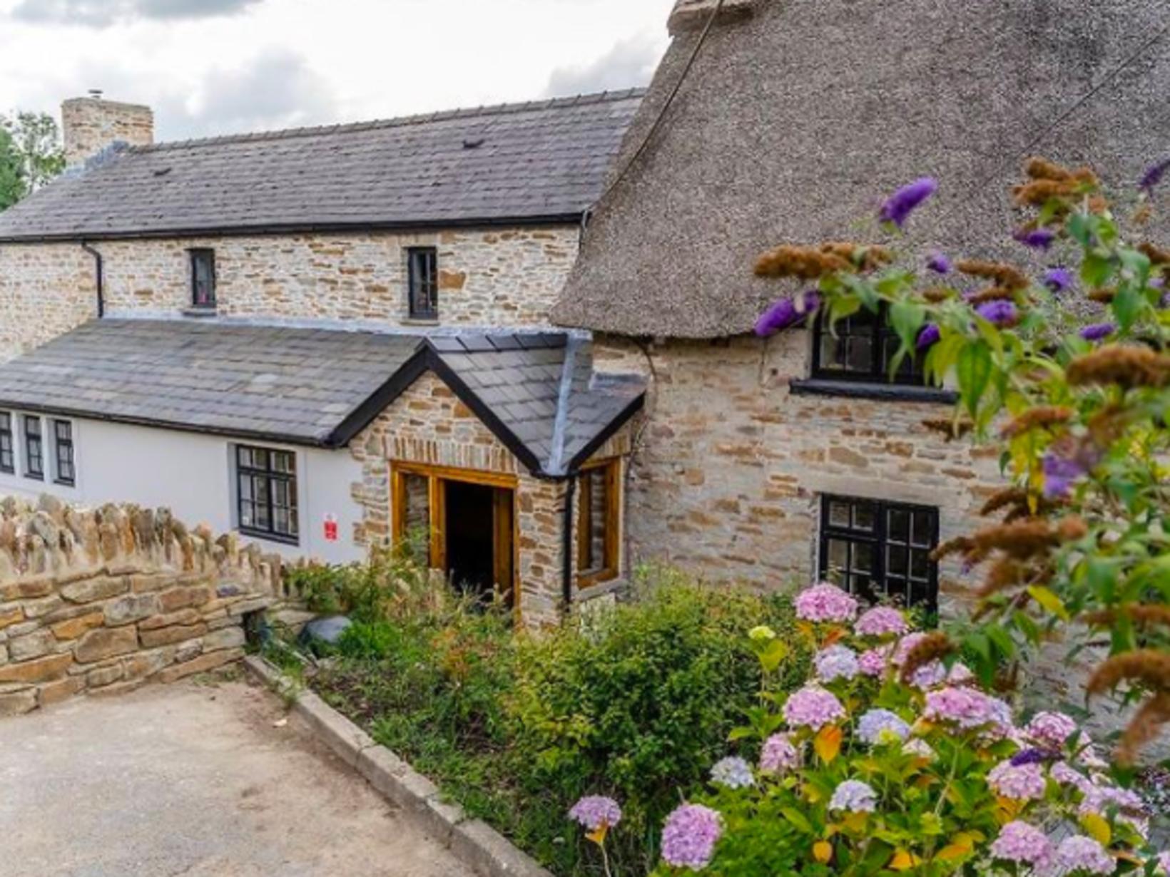 The Old House í Wales