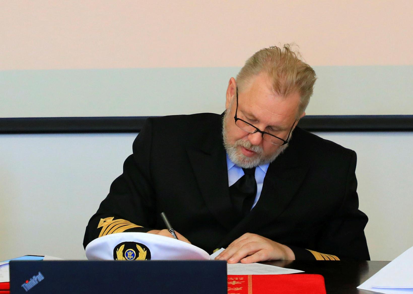 KArl Guðmundsson skipstjóri við afhendingu skipsins í Kína.