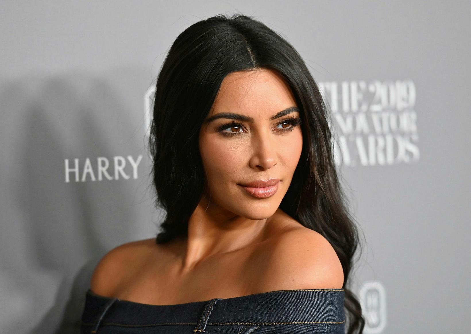 Kim Kardashian tekur hlutunum rólega eftir skilnaðinn.