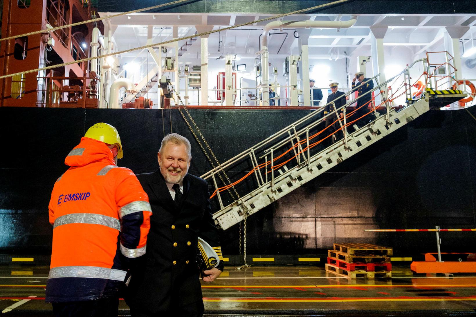 Karl Guðmundsson skipstjóri var glaður að sjá.