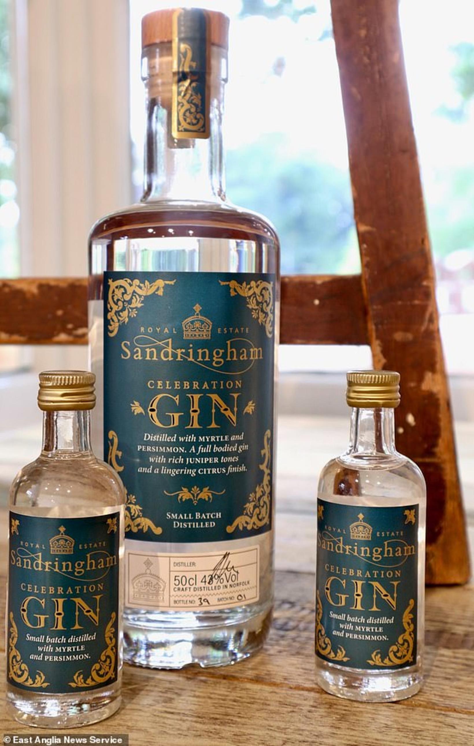 Glæsileg nýja ginflaskan frá breska konungsveldinu.