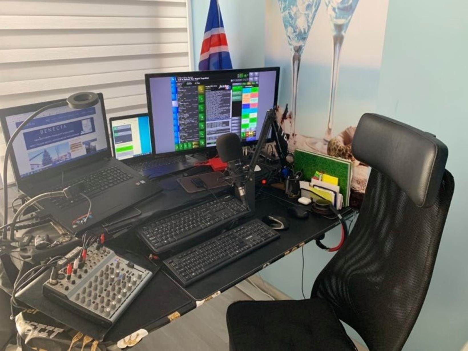 Andri Hrannar er með útvarpsþáttinn Undralandið á FM Trölli.