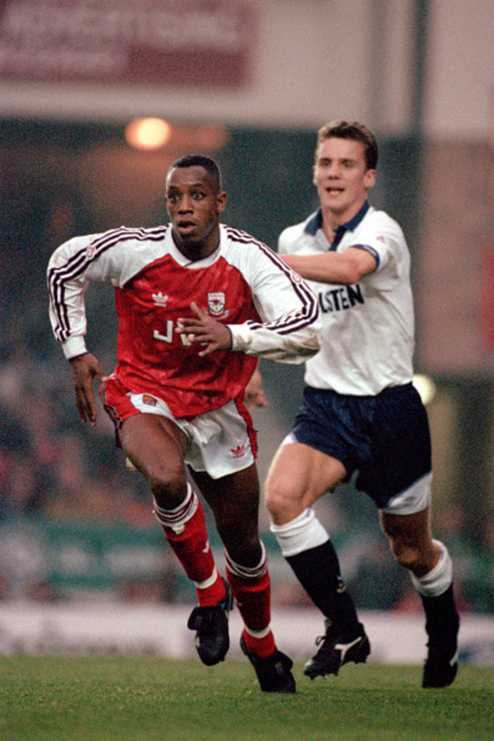 Guðni Bergsson og Ian Wright á Highbury 1. desember 1991.