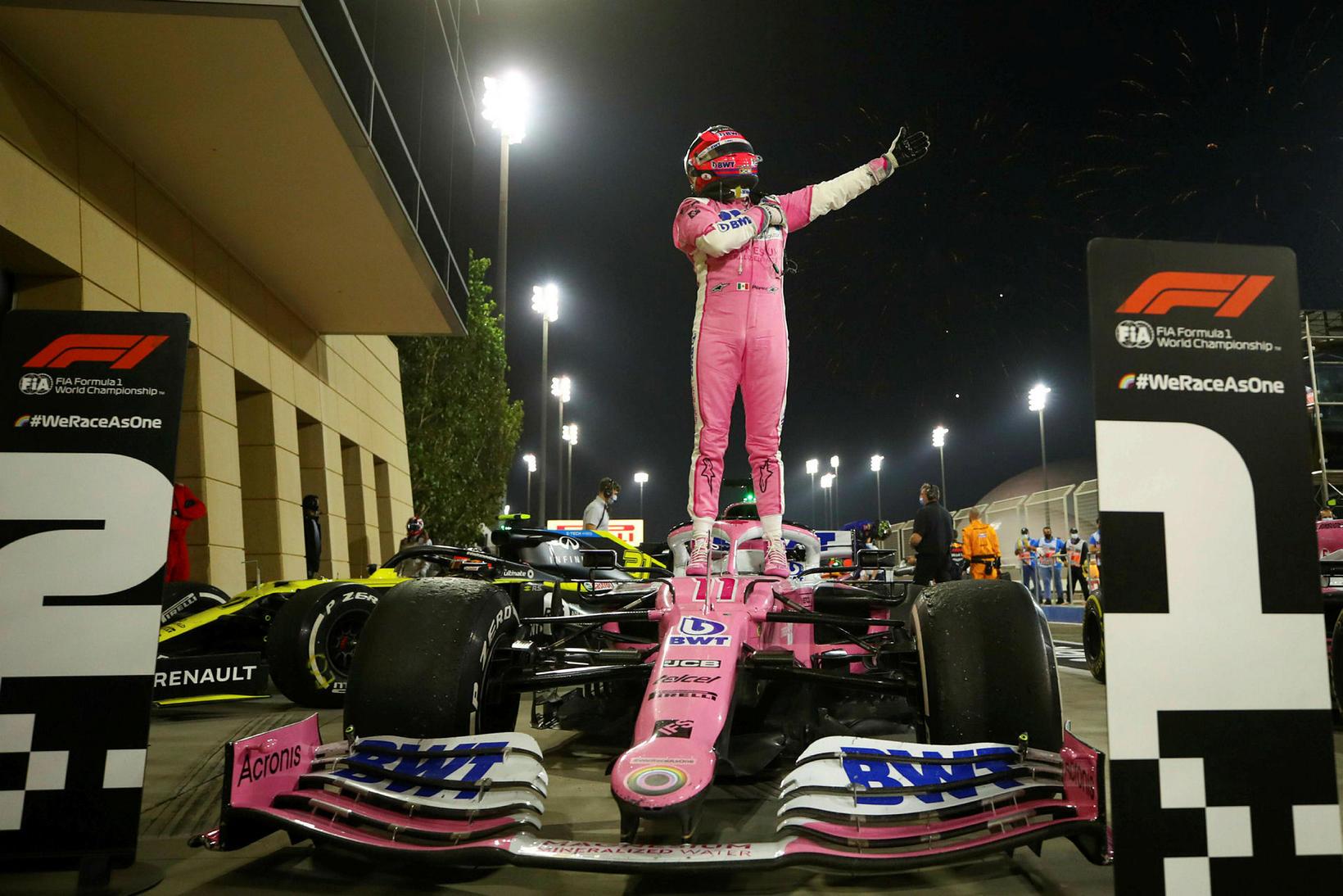 Sergio Perez fagnar í mótslok í Barein.