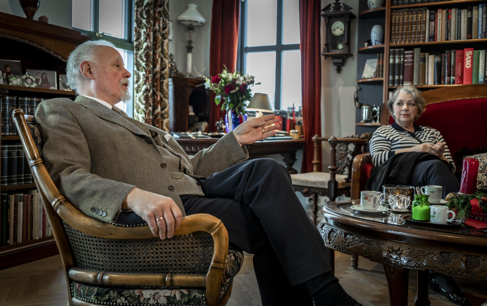 Séra Geir Waage og Dagný Emilsdóttir í innri stofunni á …