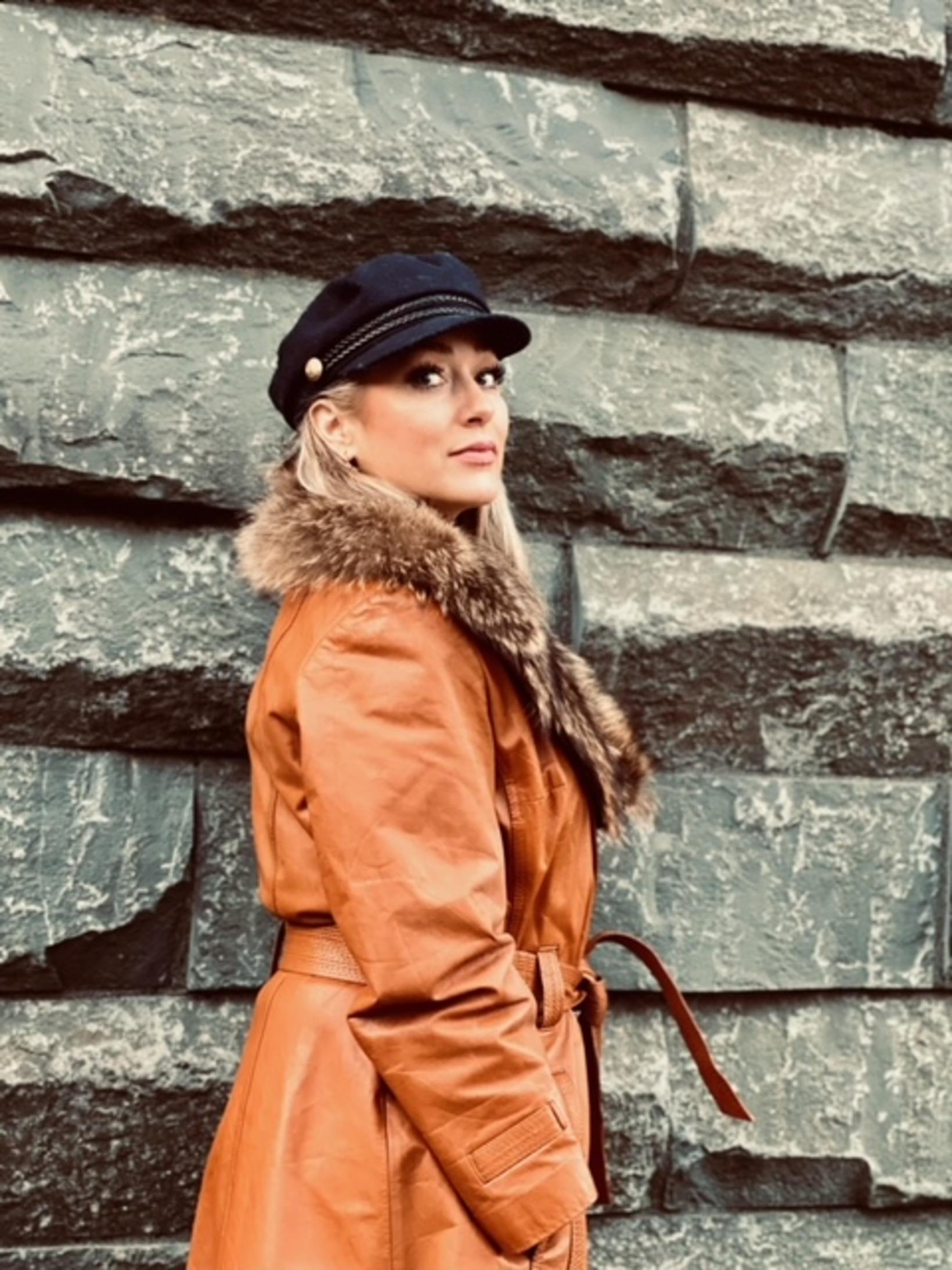 Marín Manda lærði fatahönnun á sínum tíma.