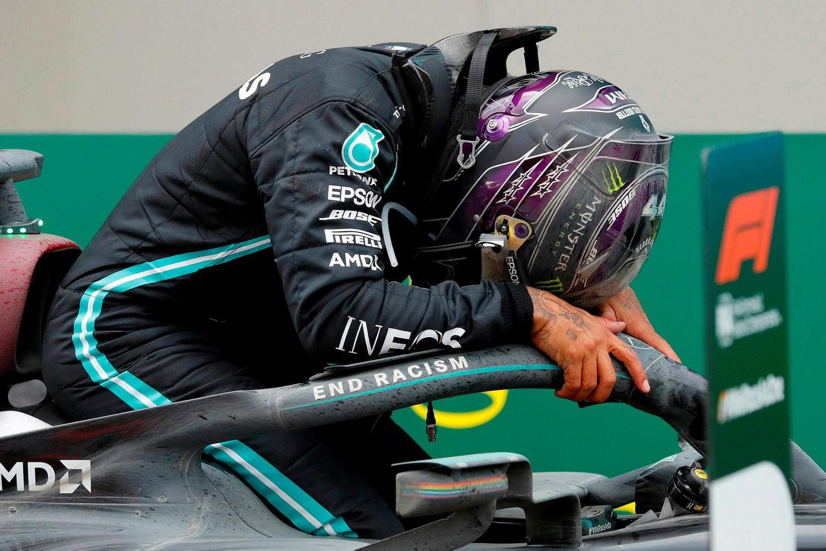 Lewis Hamilton vatnaði músum er hann kom í mark í …