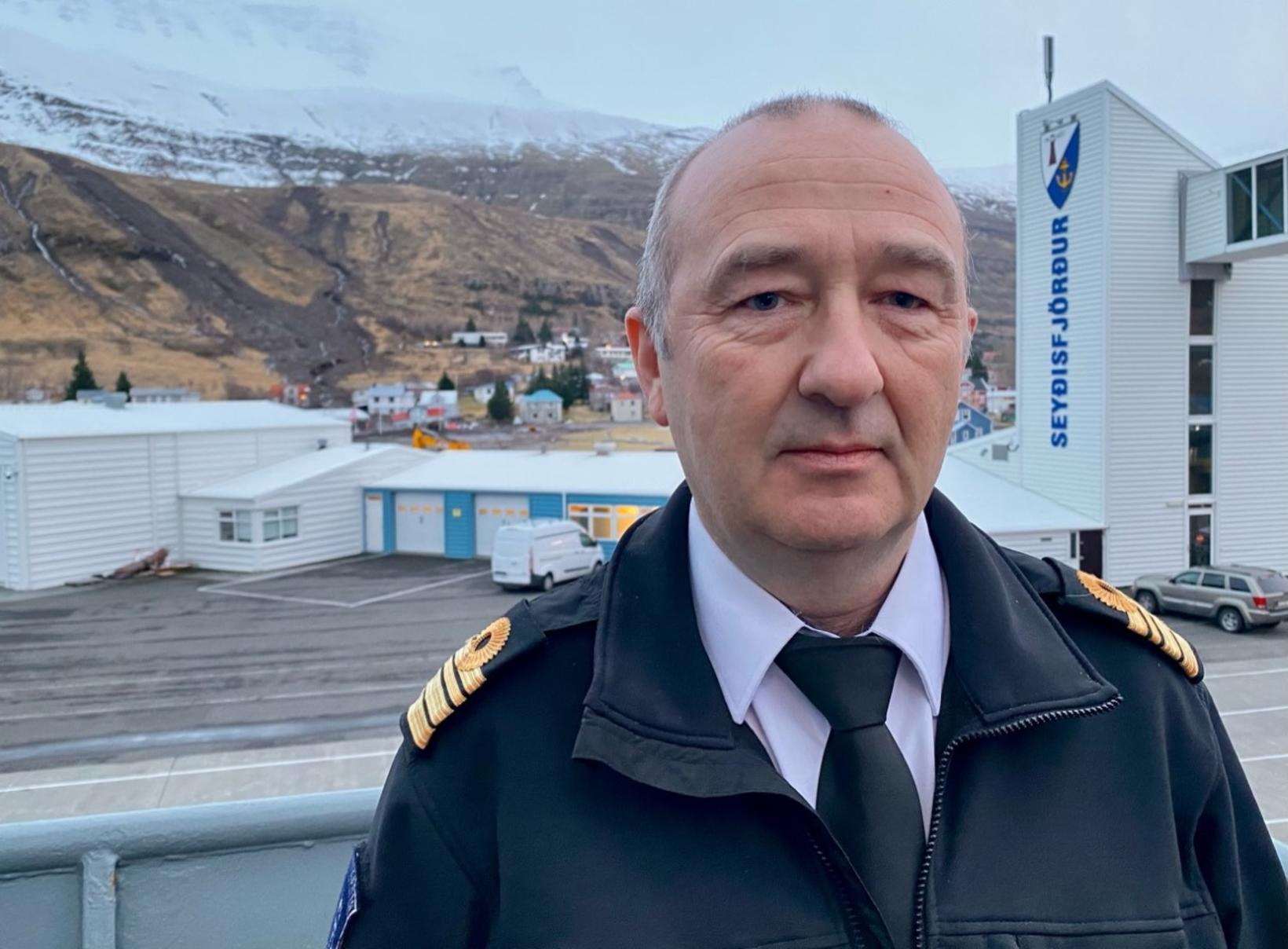 Einar Valsson, skipherra á Tý.