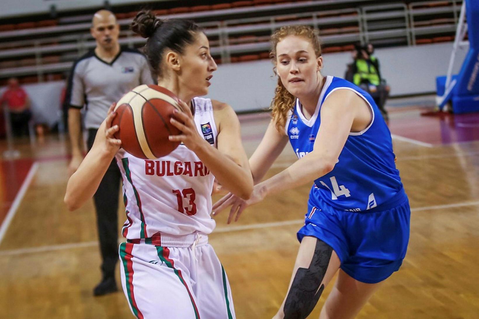 Sara Rún stendur vörn gegn Búlgaríu.