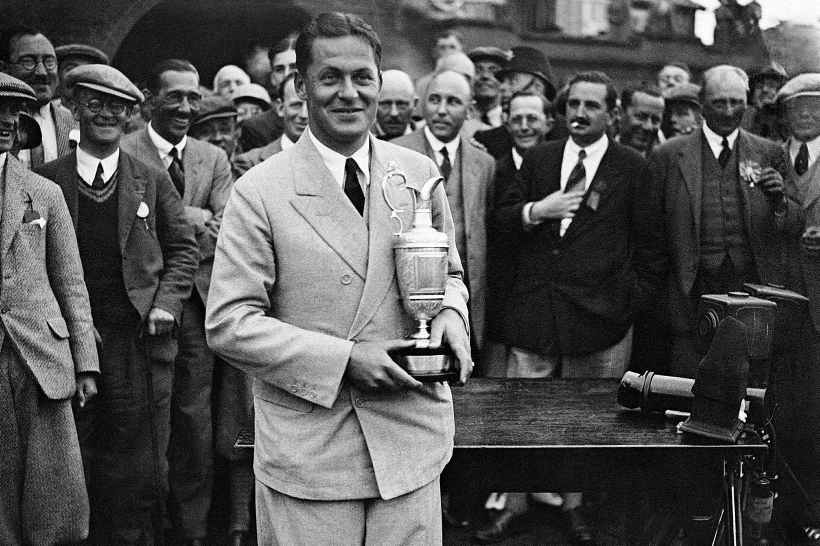 Bobby Jones með silfurkönnuna árið 1927.