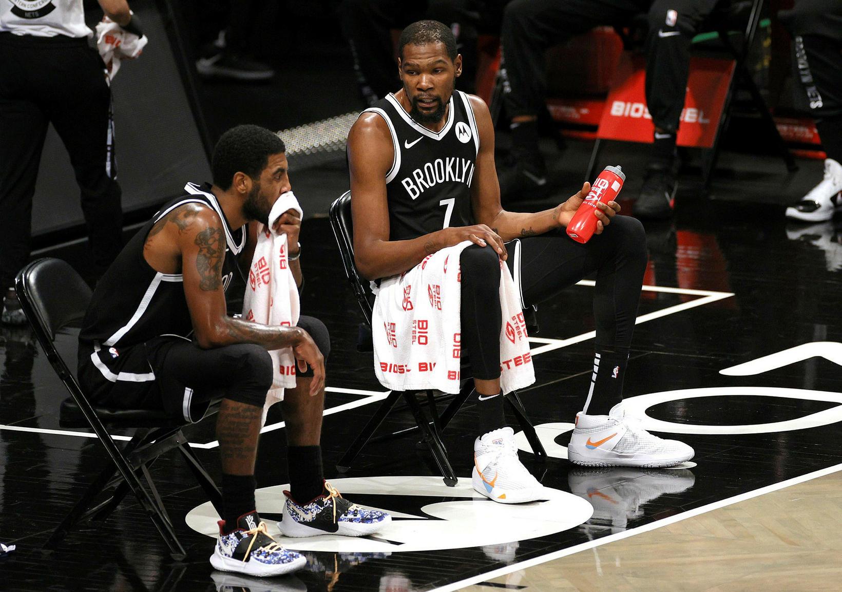 Kevin Durant og Kyrie Irving leika með Brooklyn Nets.