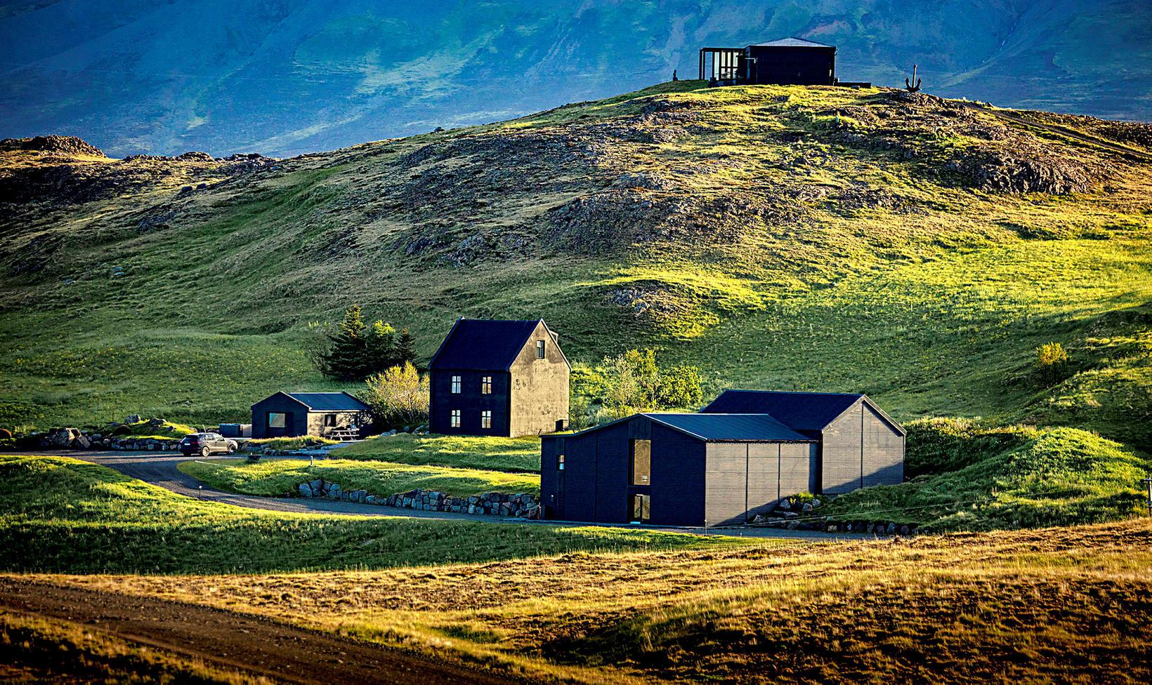 Hvammsvík er undraverður staður í utanverðum Hvalfirði.