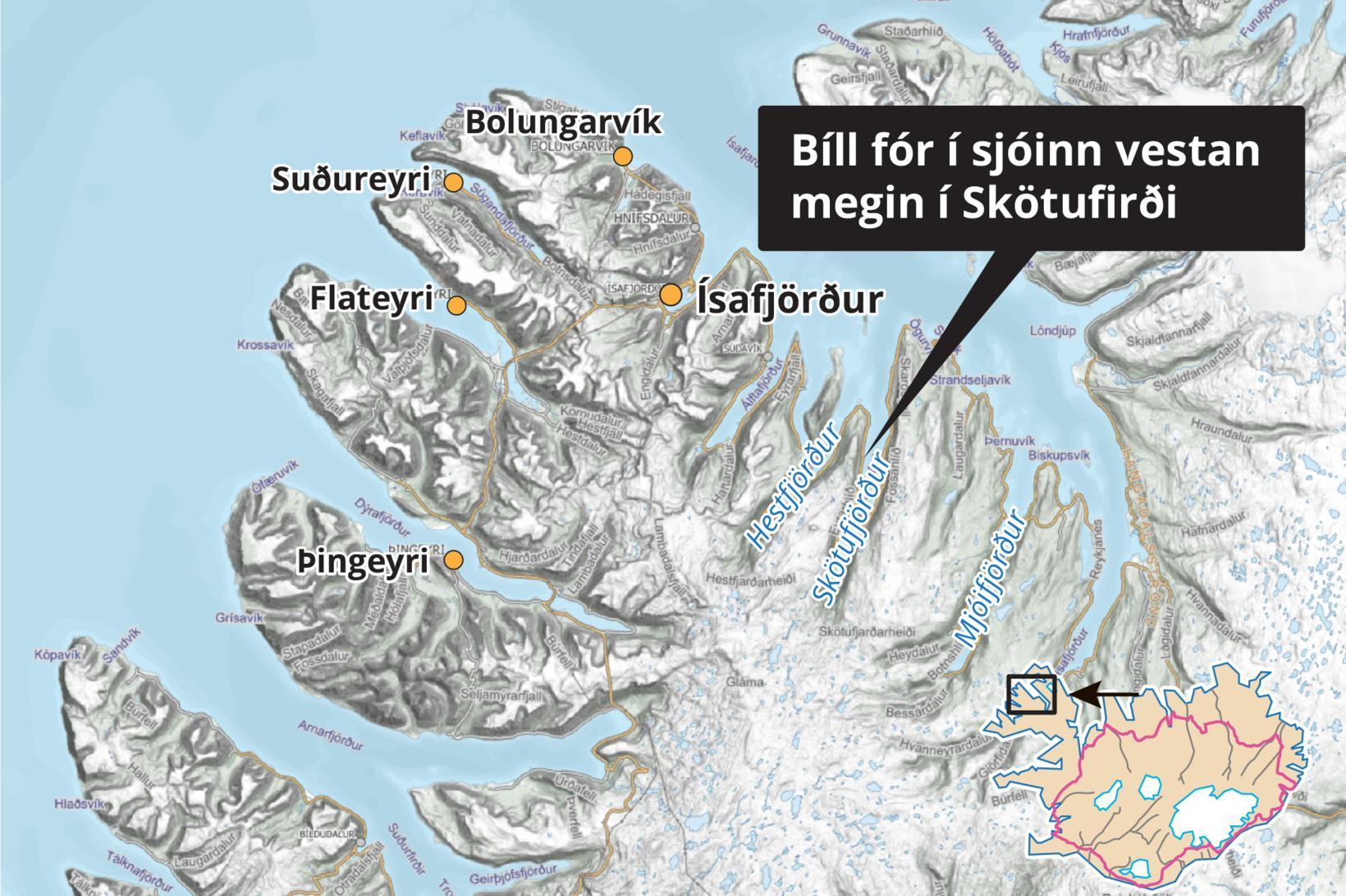 Bíll hafnaði í sjónum í Skötufirði.