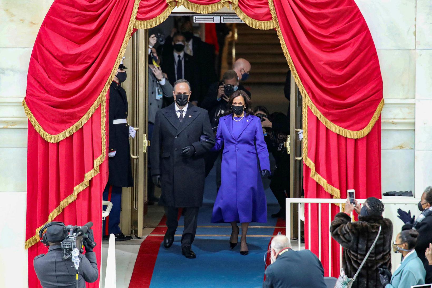 Kamala Harris valdi fjólublátt dress fyrir stóra daginn.