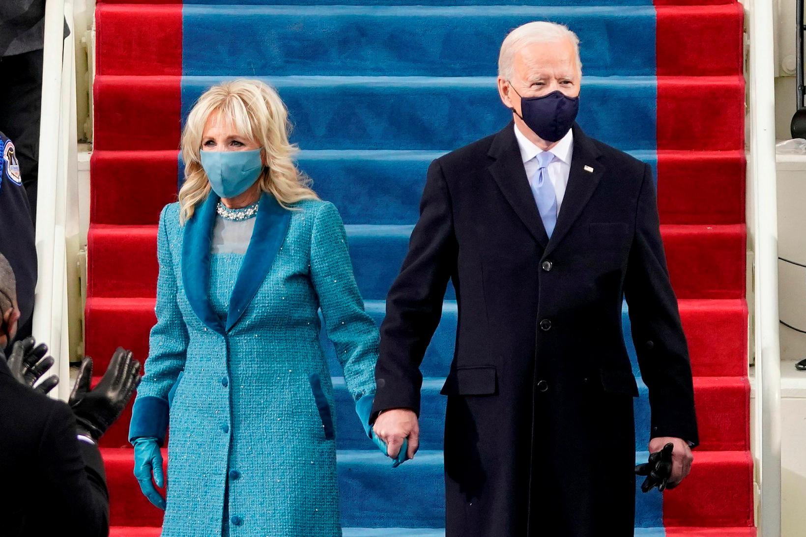 Jill Biden var með grímu í stíl.