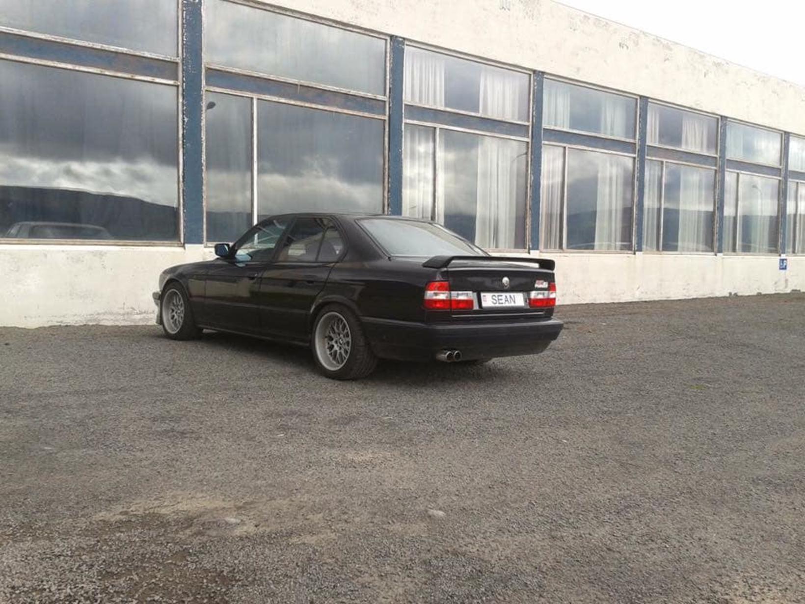 BMW Alpina B10-bifreið Gunnars, árgerð 1991, á meðan allt lék …