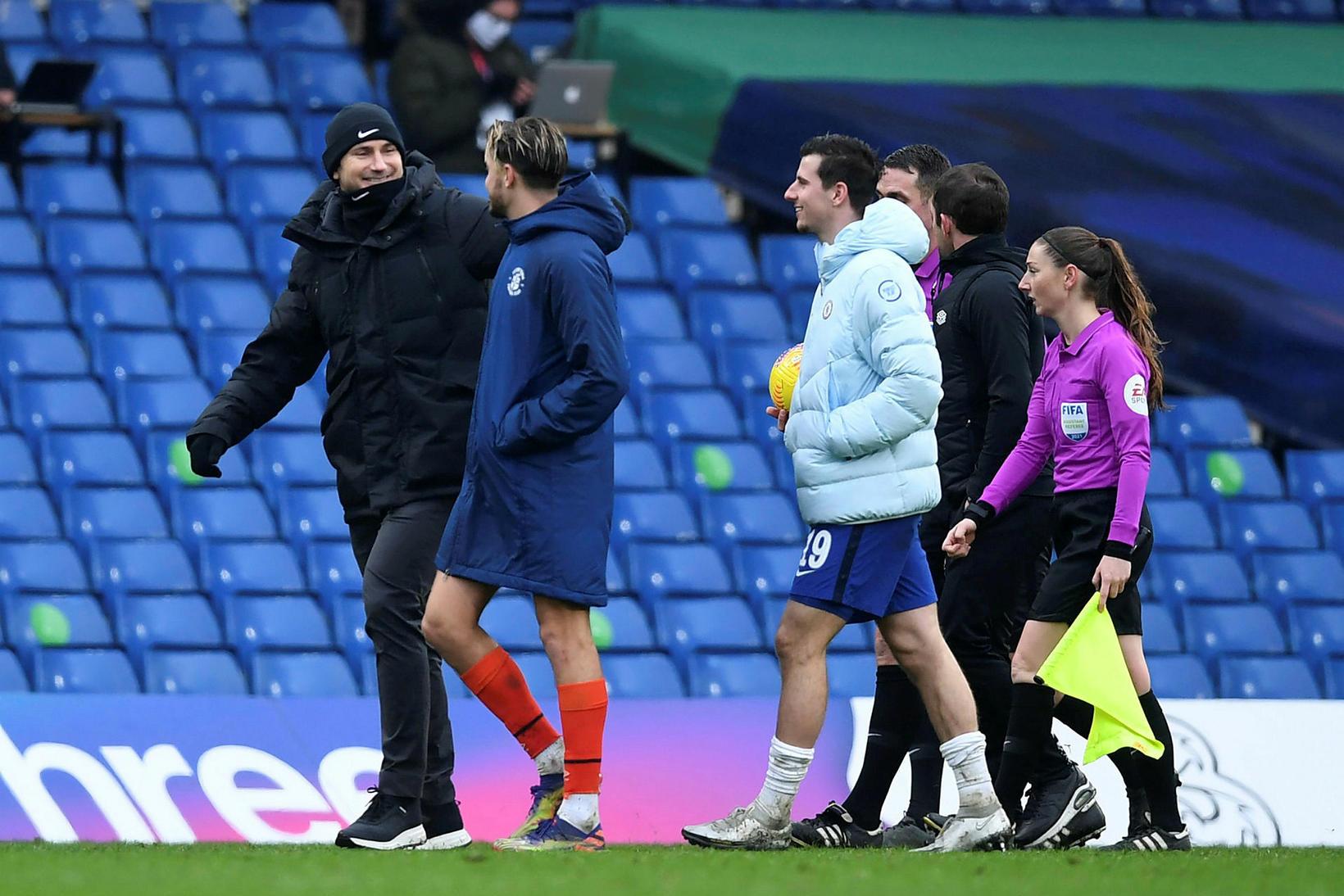 Frank Lampard gengur brosmildur af velli eftir sigur Chelsea á …