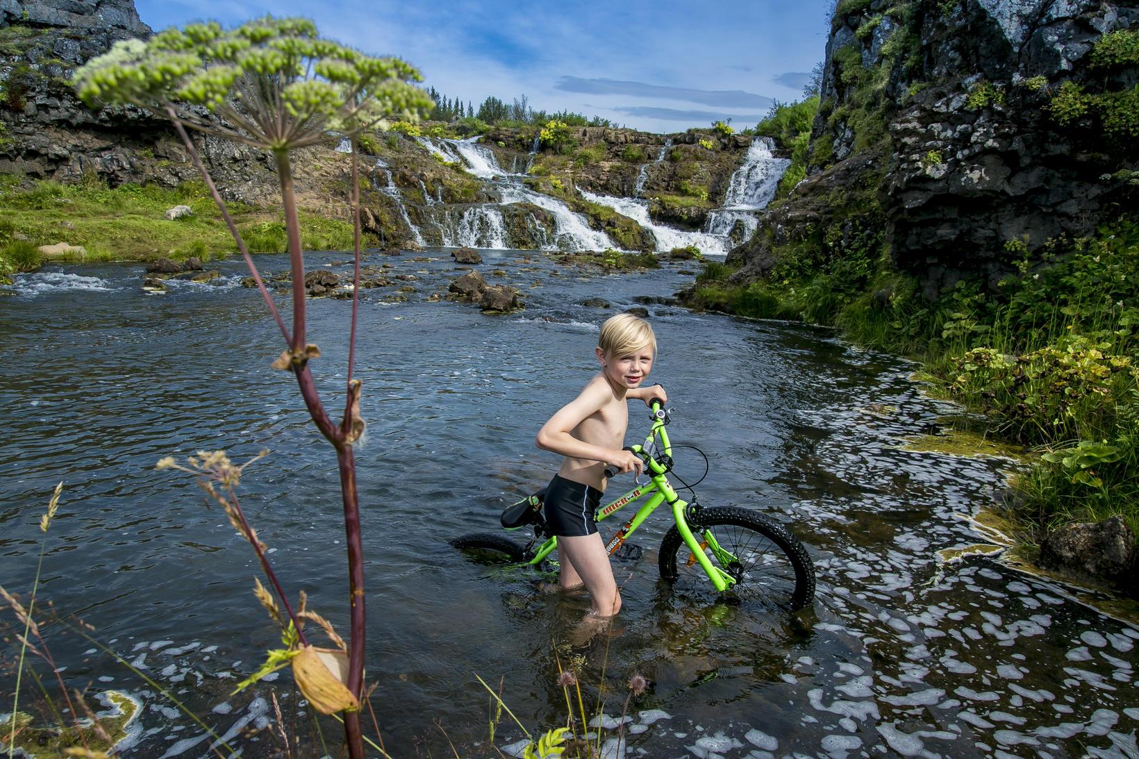 Indíánagil í Elliðaárdalnum að sumri til. Svæðið er ekki síðra …