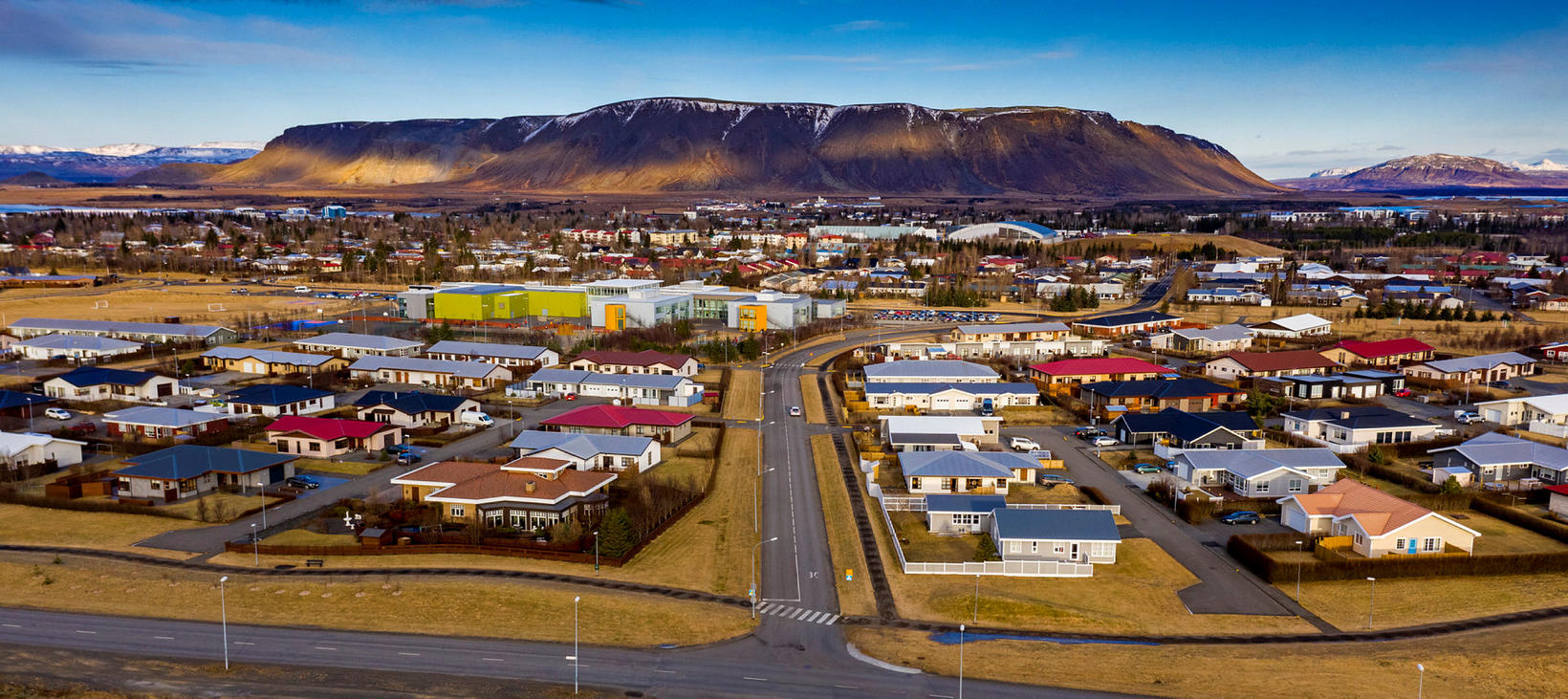 The town of Selfoss, with Ingólfsfjall mountain in the background.