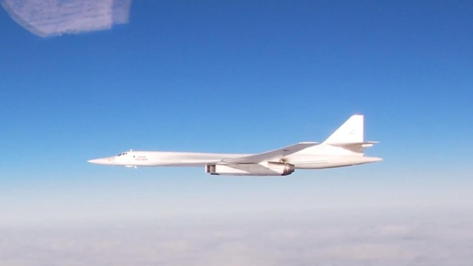 Rússnesk Tupolev Tu-160-sprengjuflugvél sem borið getur 50 tonn af flugskeytum, …