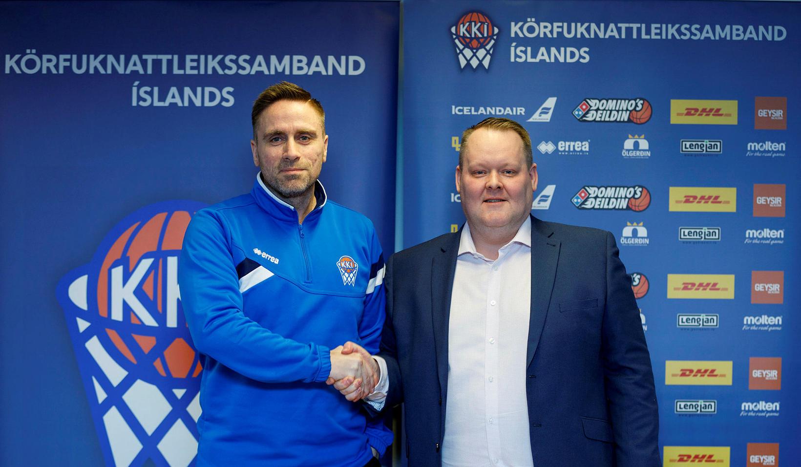 Benedikt Guðmundsson, þjálfari kvennalandsliðs Íslands í körfuknattleik, ásamt Hannesi S. …