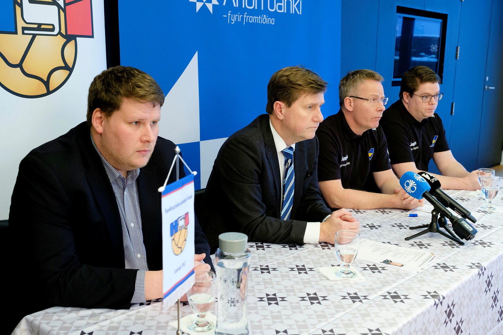 Róbert Geir Gíslason, framkvæmdastjóri HSÍ, lengst til vinstri.