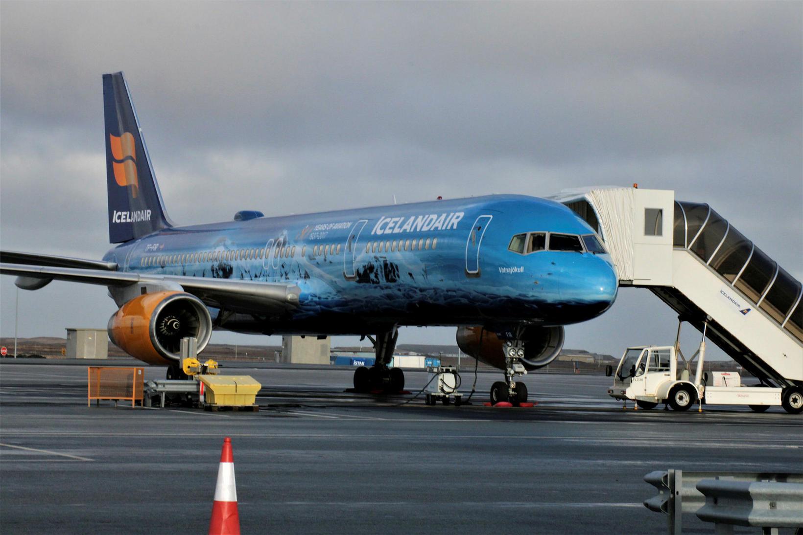Flugvél Icelandair á Keflavíkurflugvelli.