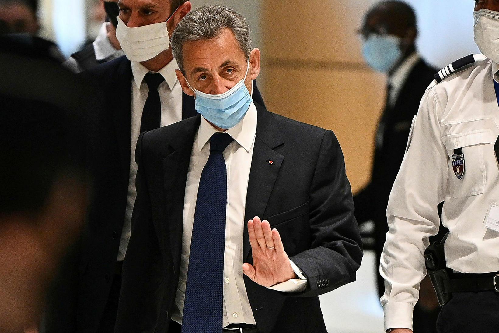 Nicolas Sarkozy mætti í dómshúsið í París í dag.