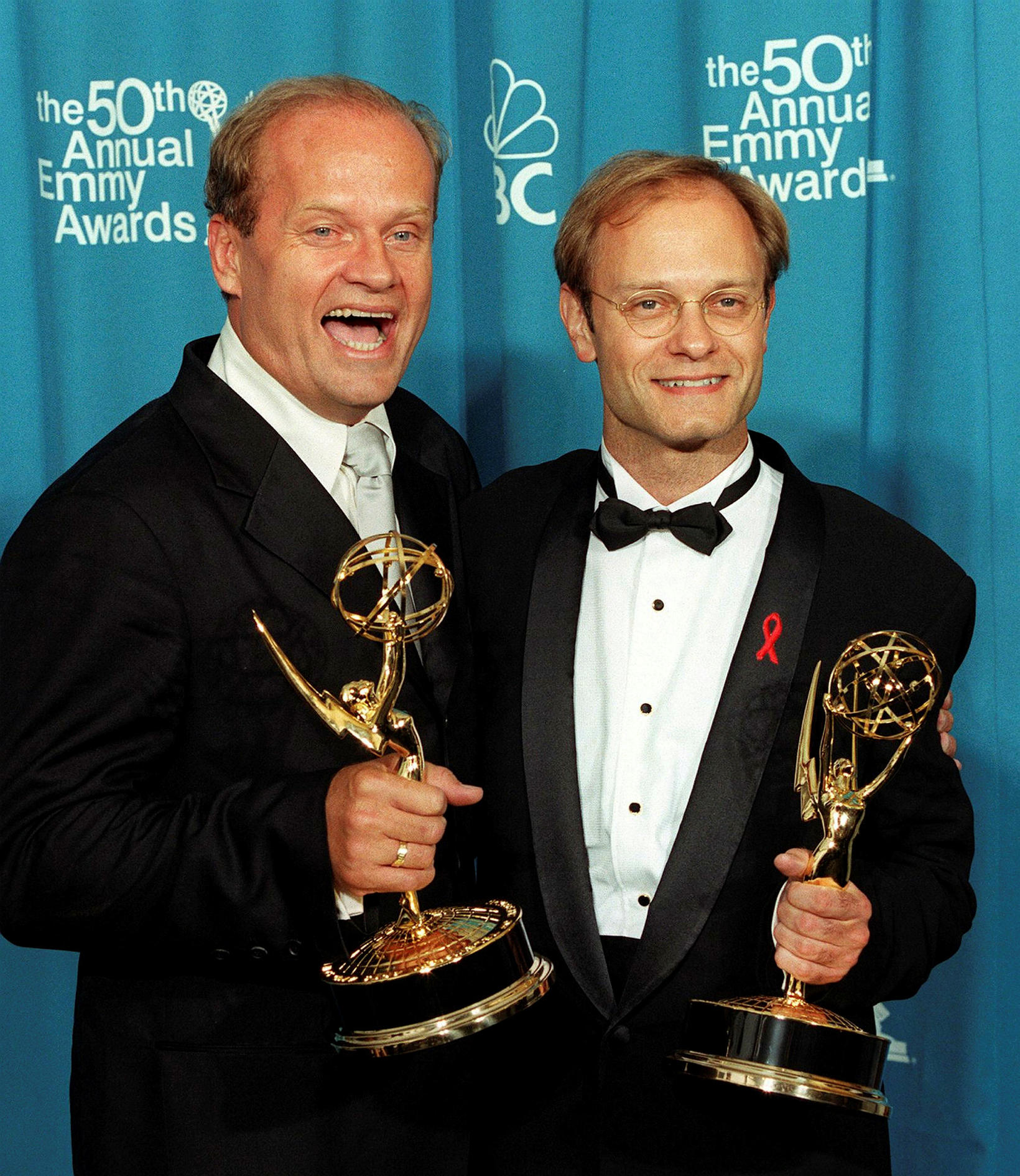 Kelsey Grammer og David Hyde Pierce með Emmy-verðlaunin fyrir leik …