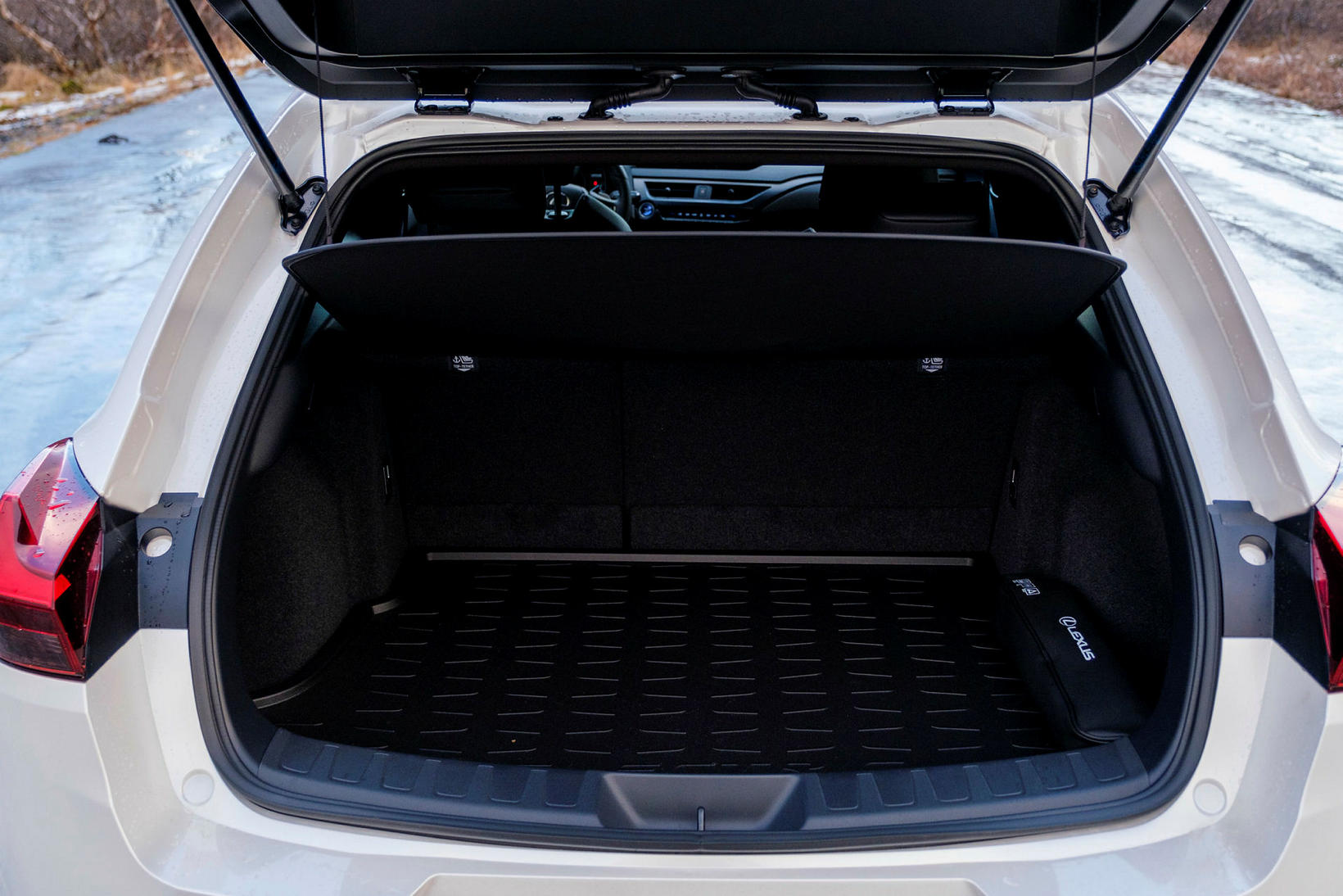 Skottrýmið í Lexus UX 300e er meira en í venjulegum …