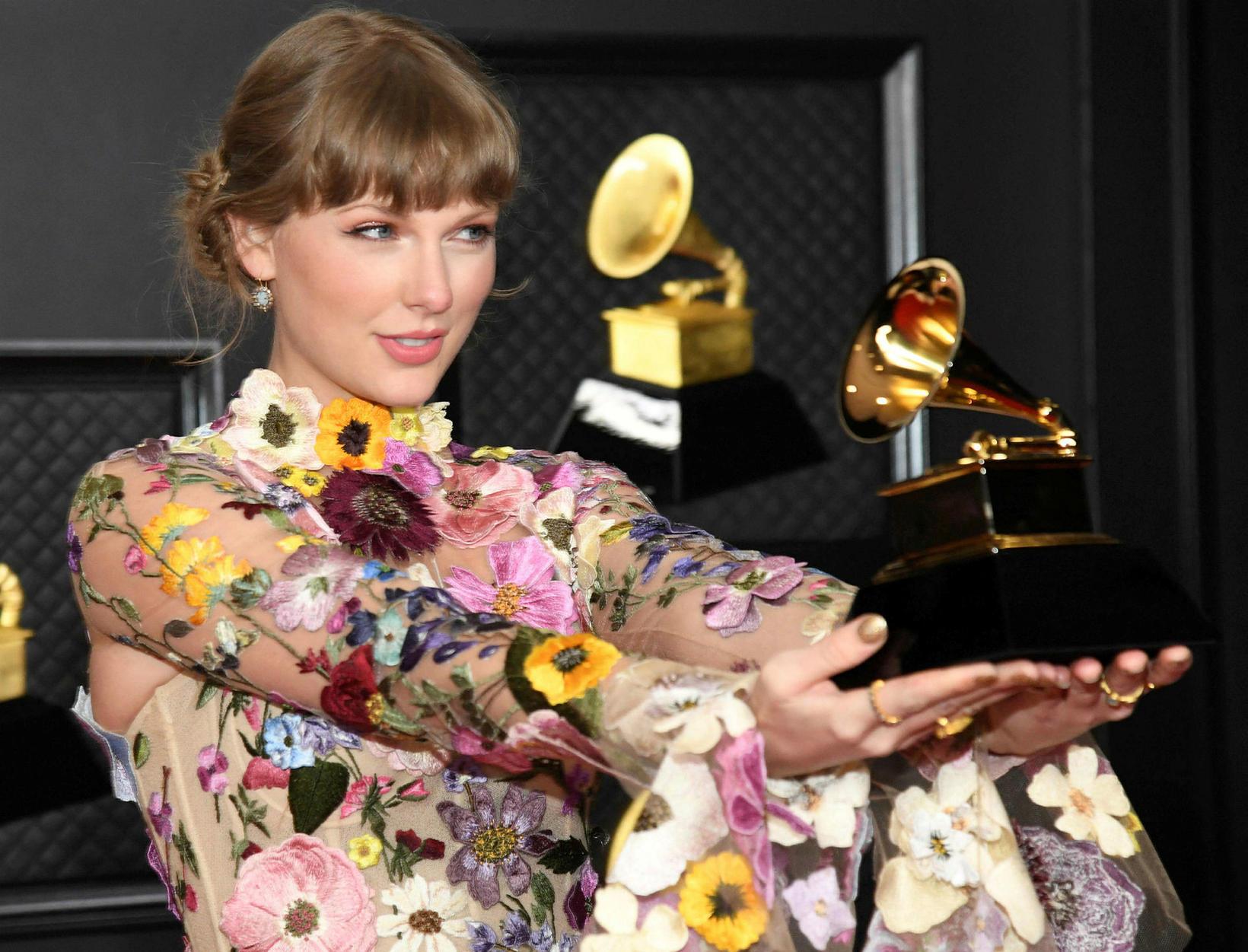 Tónlistarkonan Taylor Swift var lengi ósátt við Braun.