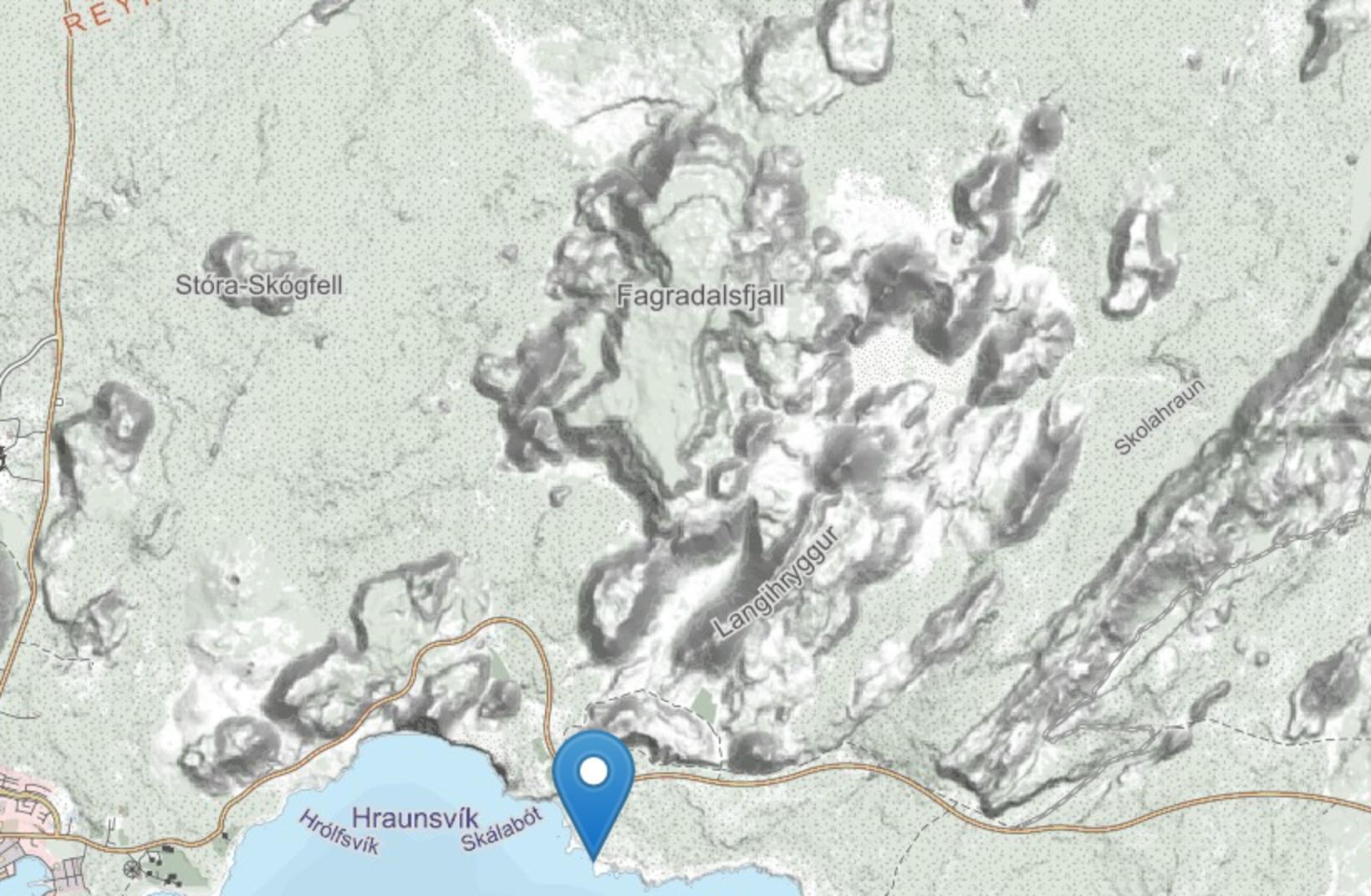 Ísólfsskáli er rétt sunnan við Suðurstrandarveg.