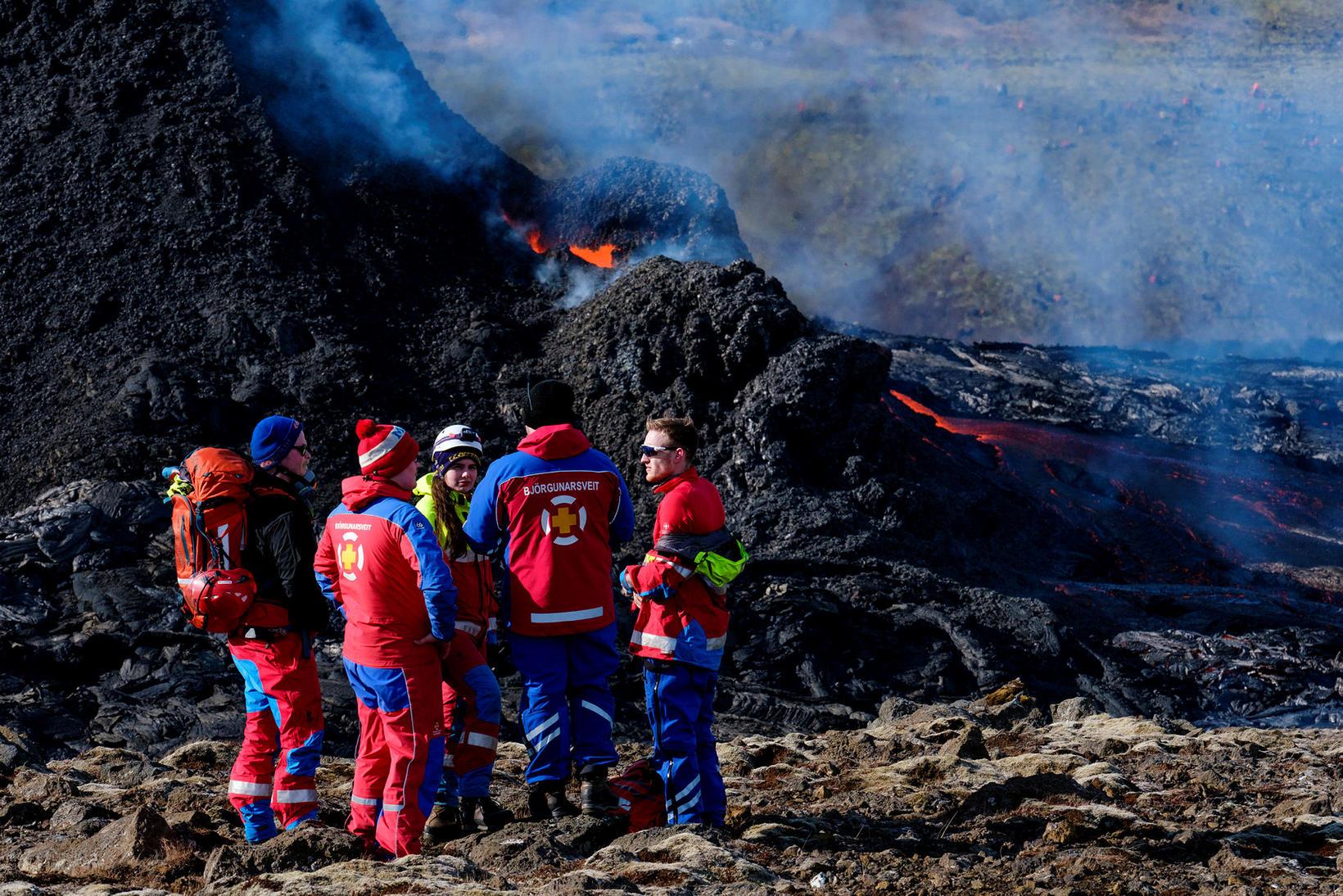 Björgunarsveitarfólk hefur staðið vaktina við gosstöðvarnar á Reykjanesi allt frá …