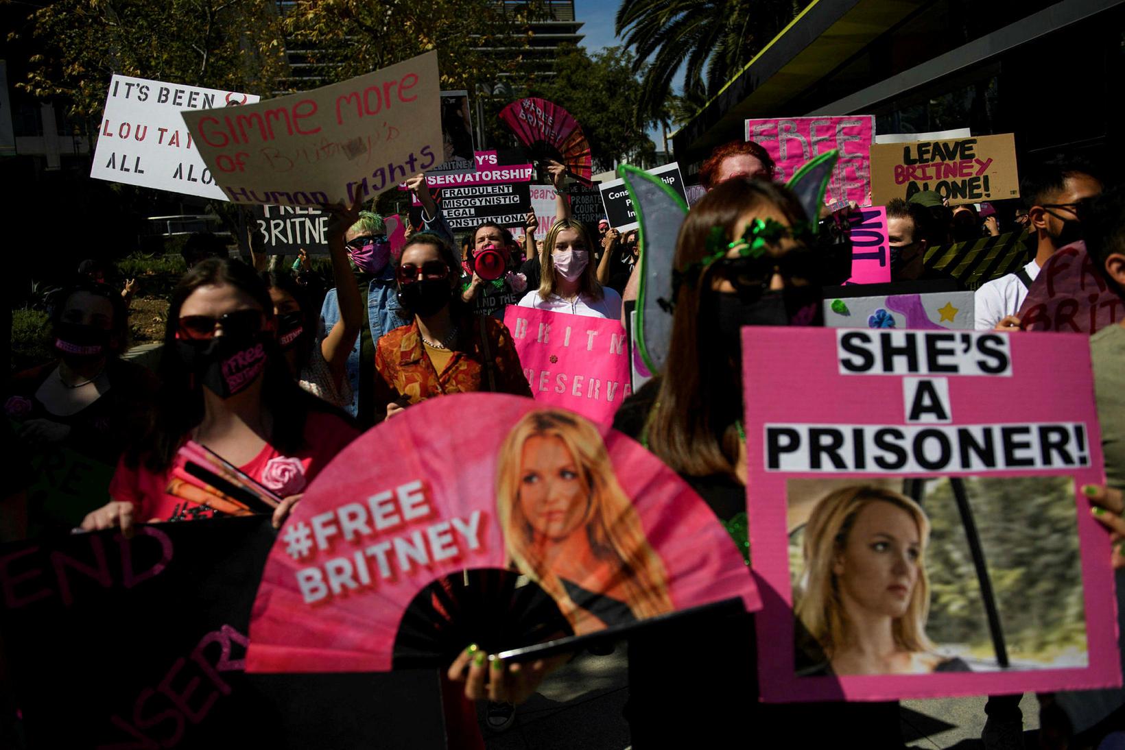 Aðdáendur Britney Spears vilja frelsa hana undan föður sínum.