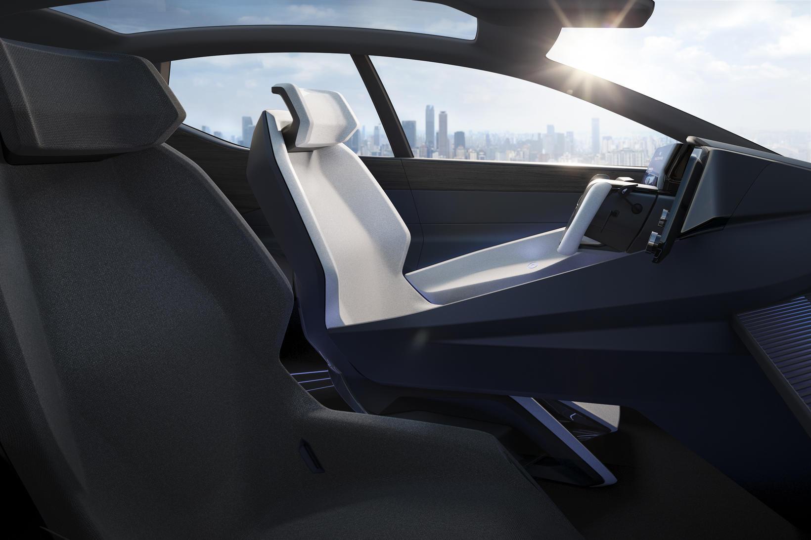 Á athafnasvæði ökumanns Lexus LF-Z þróunarbílsins.