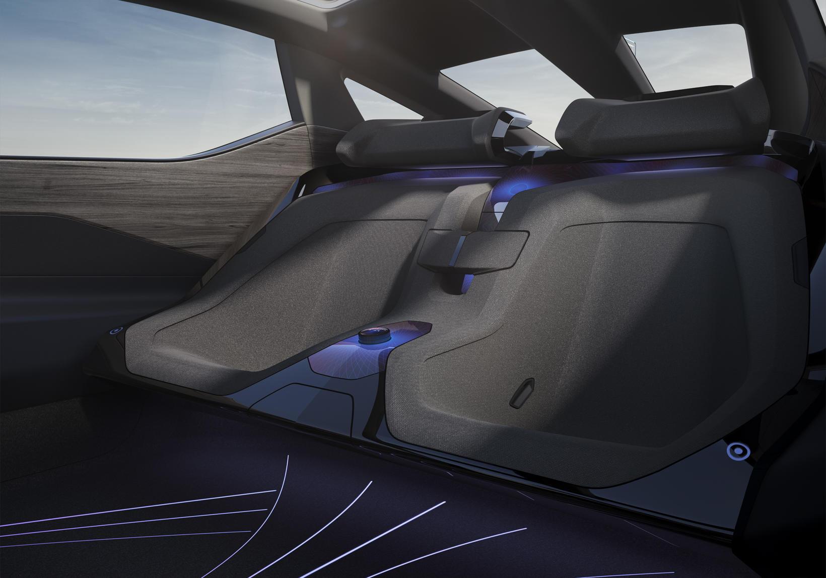 Aftursæti Lexus LF-Z þróunarbílsins. Gætu átt eftir að taka breytingum.