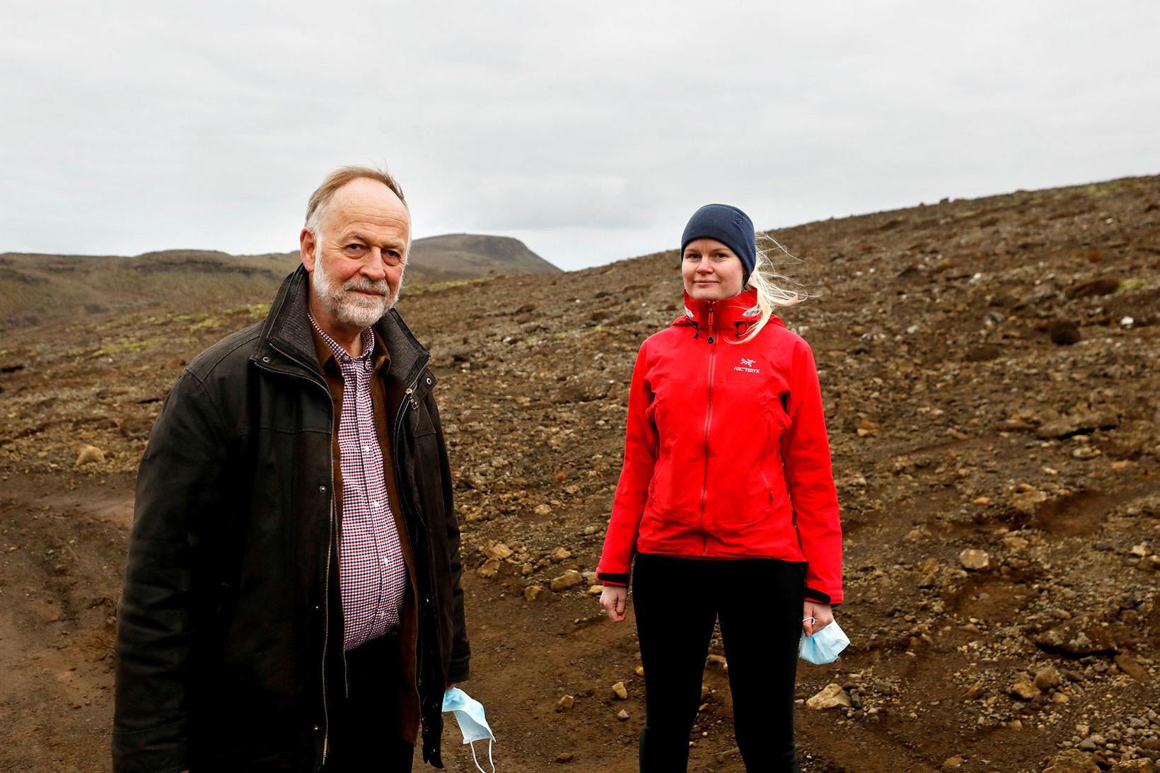 Páll Einarsson og Ásta Rut Hjartardóttir jarðeðlisfræðingur á gosstöðvunum.