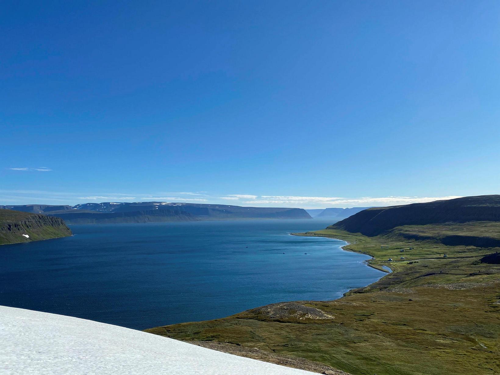 Hesteyrarfjörður og minni Jökulfjarða úr hlíðum Kistufells.