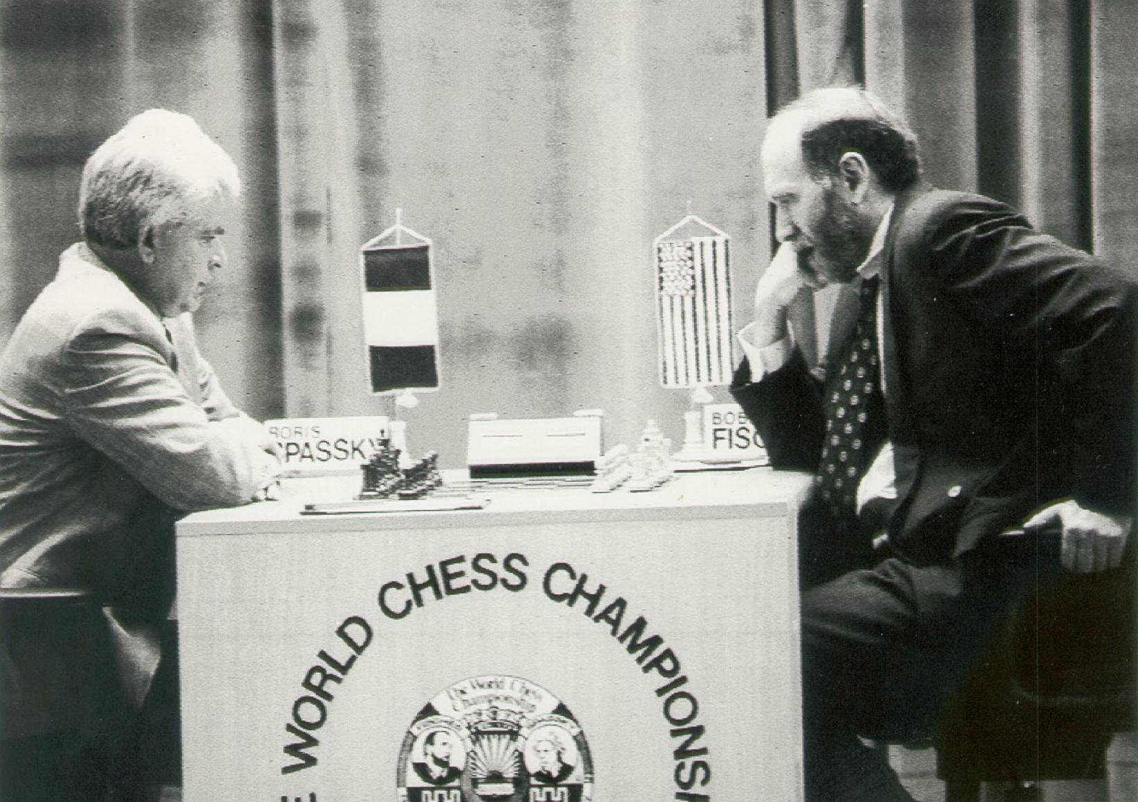 Bobby Fischer (t.h.) og Boris Spassky (t.v.). Óopinbert heimsmeistaramót í …