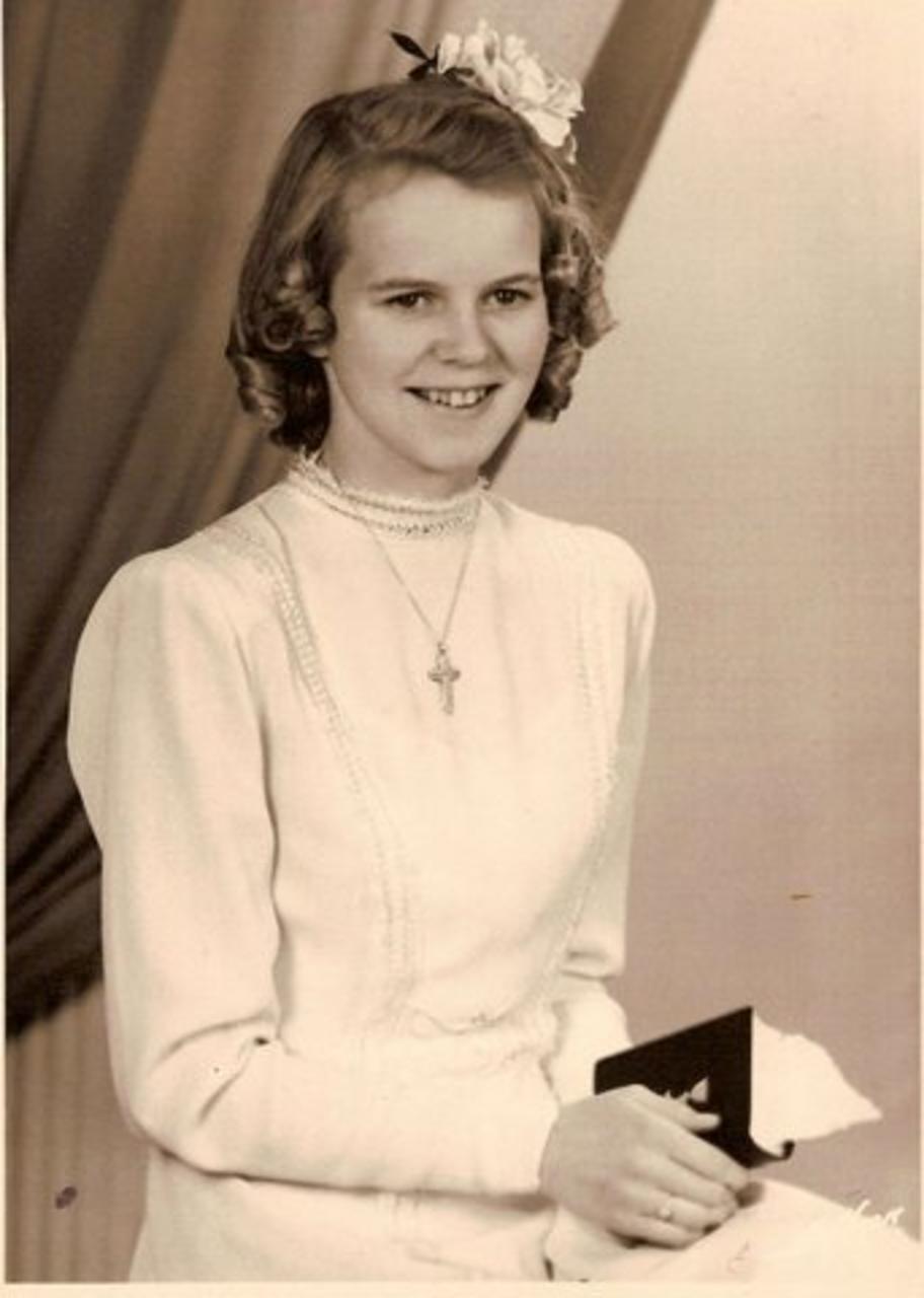 Amma Tinnu, Ingibjörg Ingimundardóttir, fermdist í kjólnum á sínum tíma.