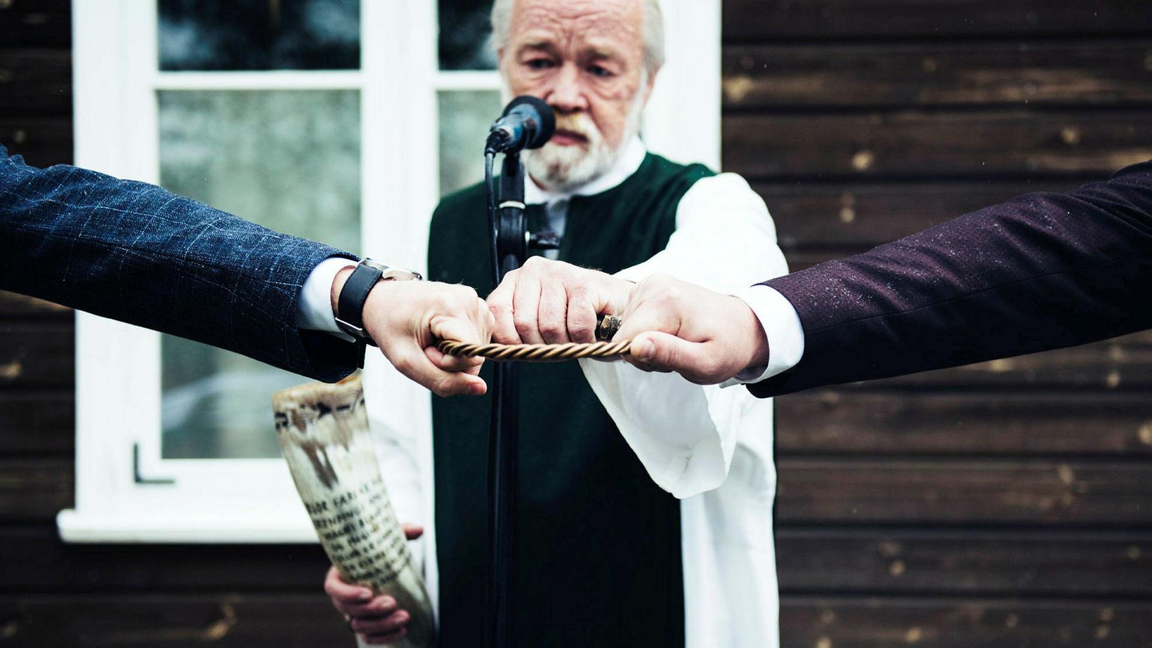 Hvorugur þeirra er í þjóðkirkjunni en Axel er skráður í …