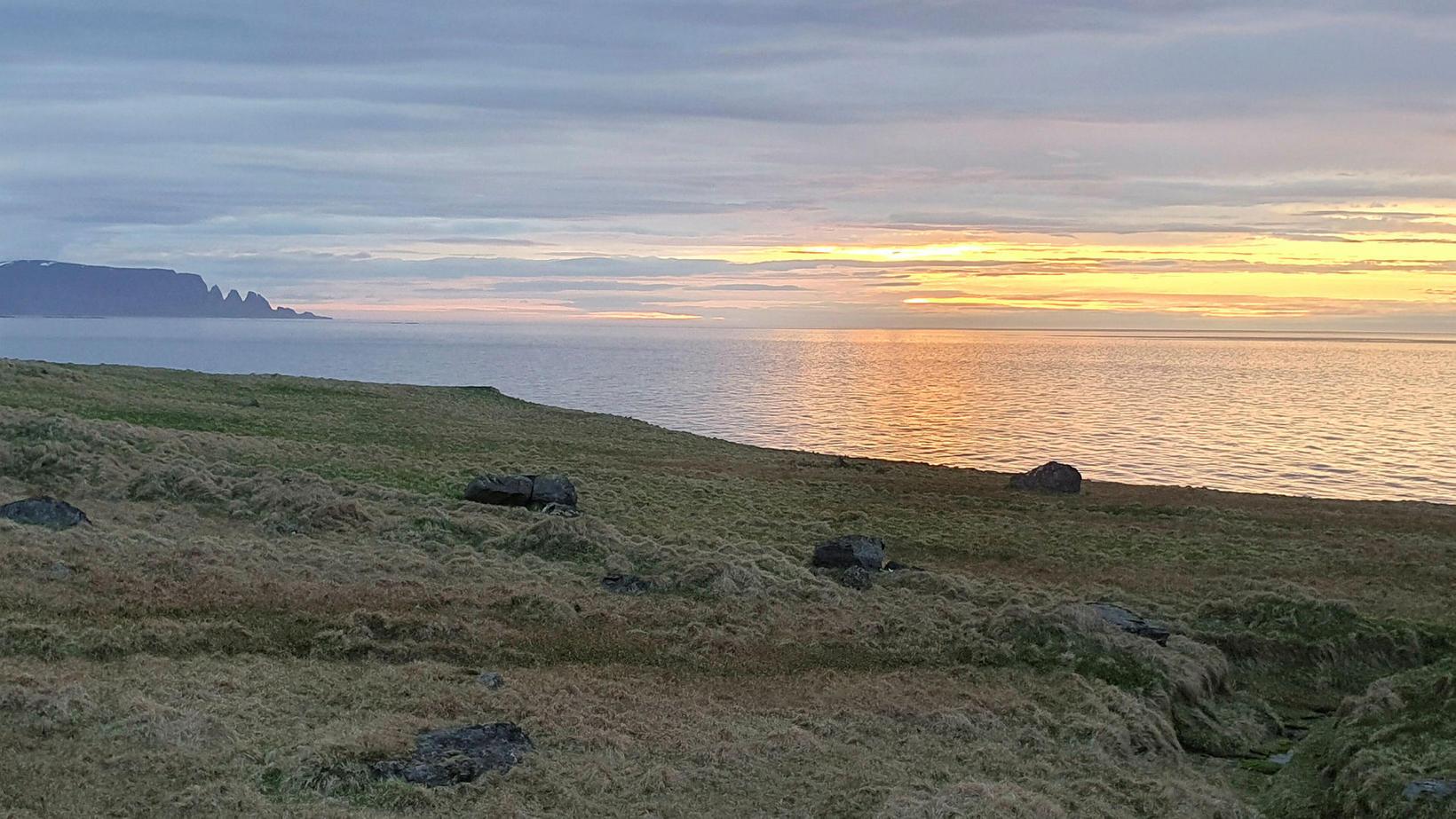 Drangaskörðin í miðnæturgöngu í Árneshreppi.