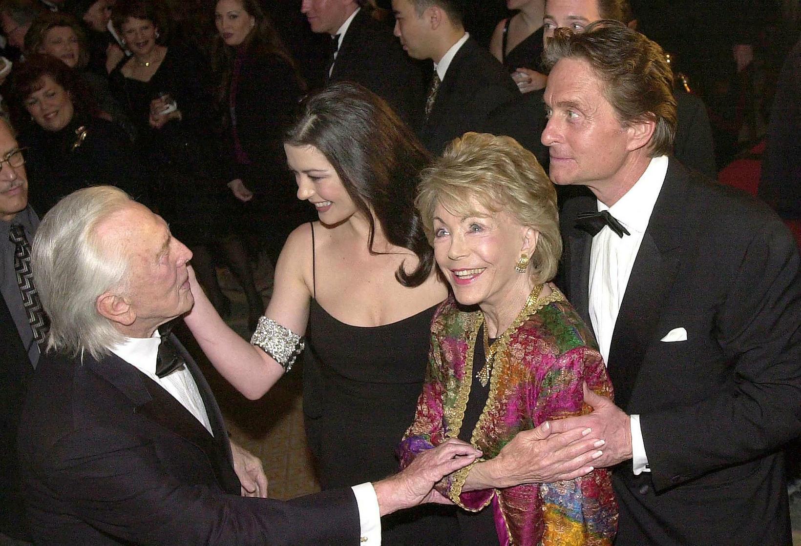 Hjónin Kirk og Anne Douglas ásamt hjónunum Michael Douglas og …