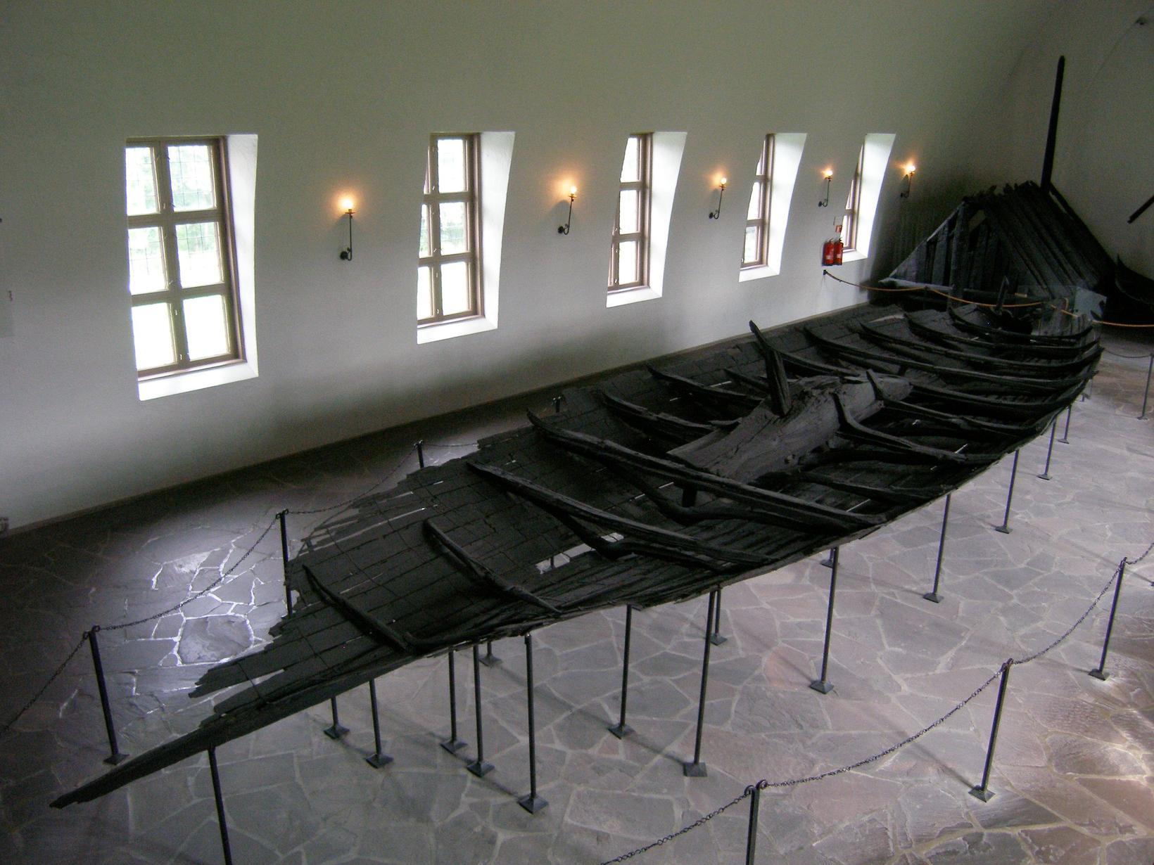 Minnst er varðveitt af Tuneskipinu, aðeins 15 metrar af 19 …
